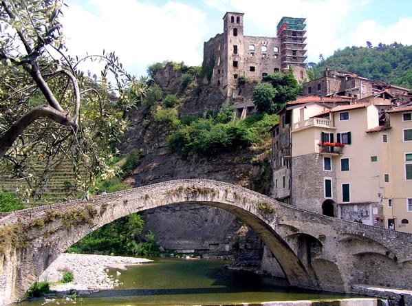 Dolceaqua - most i zamek, który namalował Claude Monet