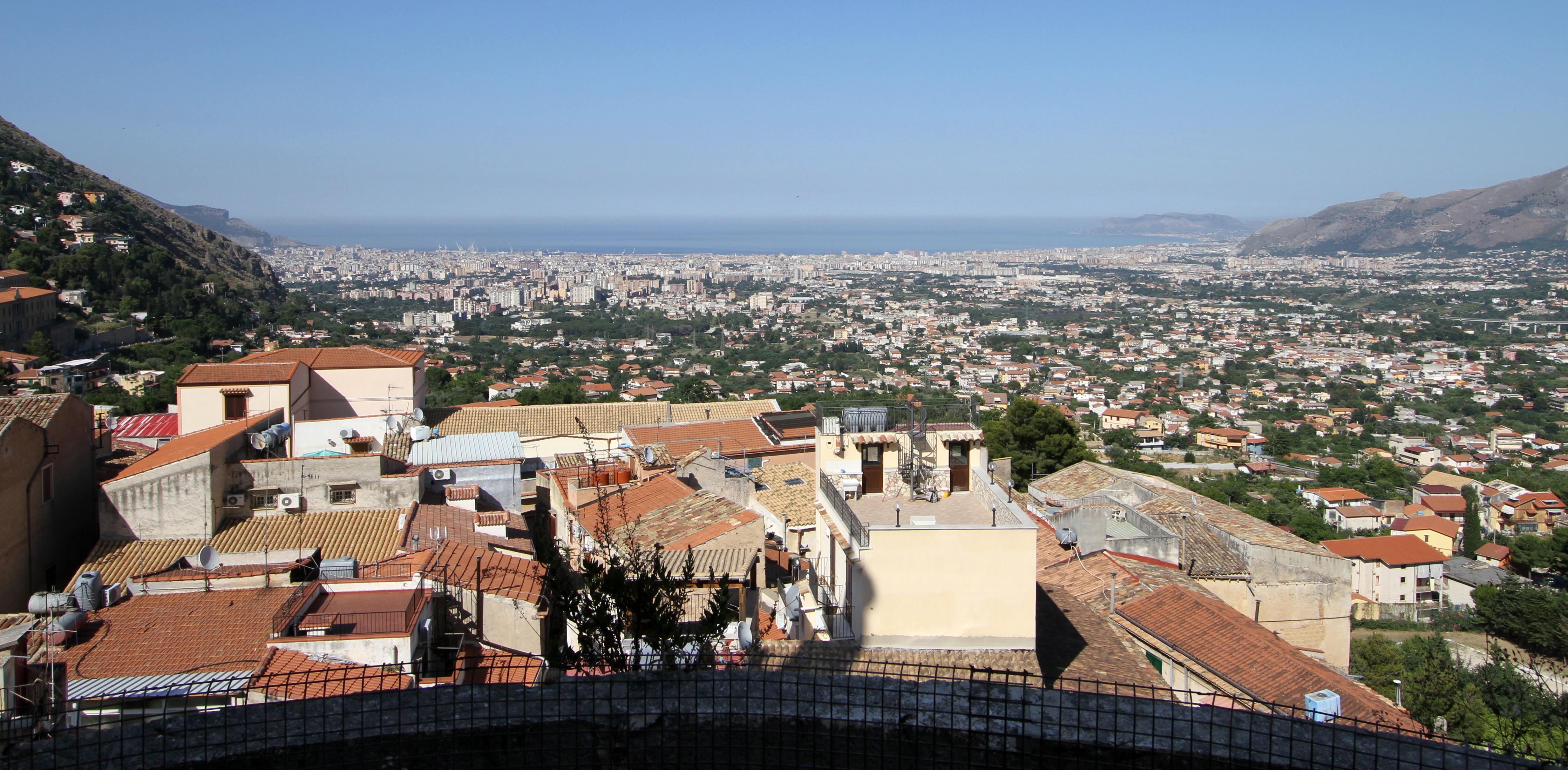 File:Duomo di Monreale, vista dalle terrazze su Palermo - panoramio ...