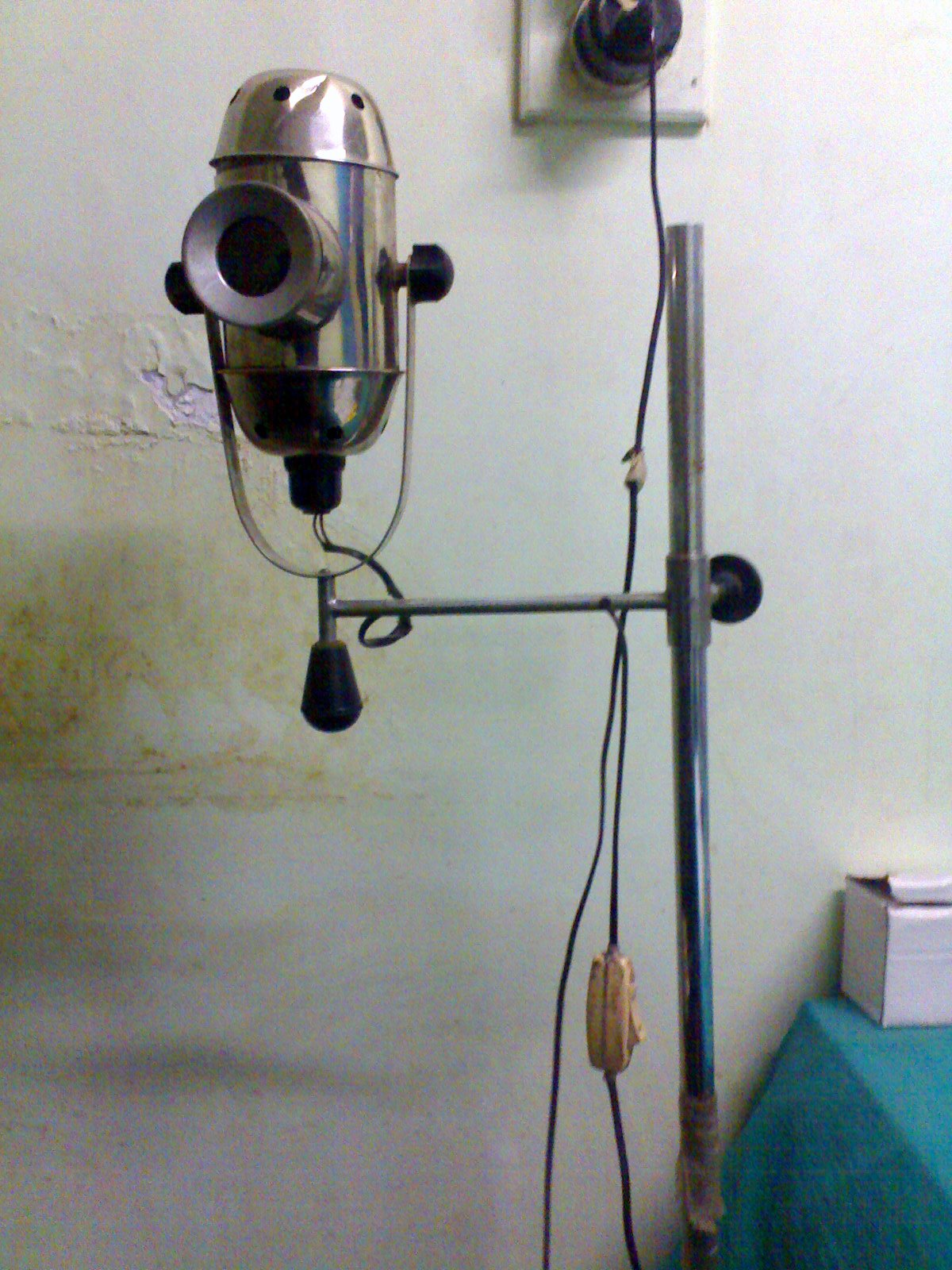File:ENT Instruments Bull's Eye Lamp.jpg - Wikimedia Commons