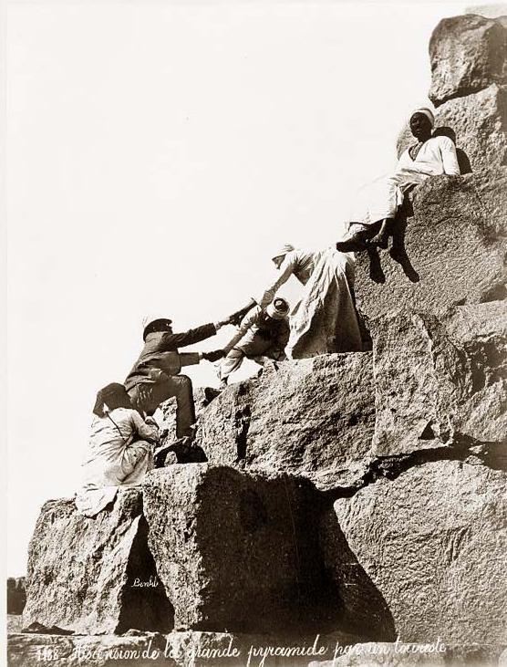 Théories sur la méthode de construction des pyramides égypti