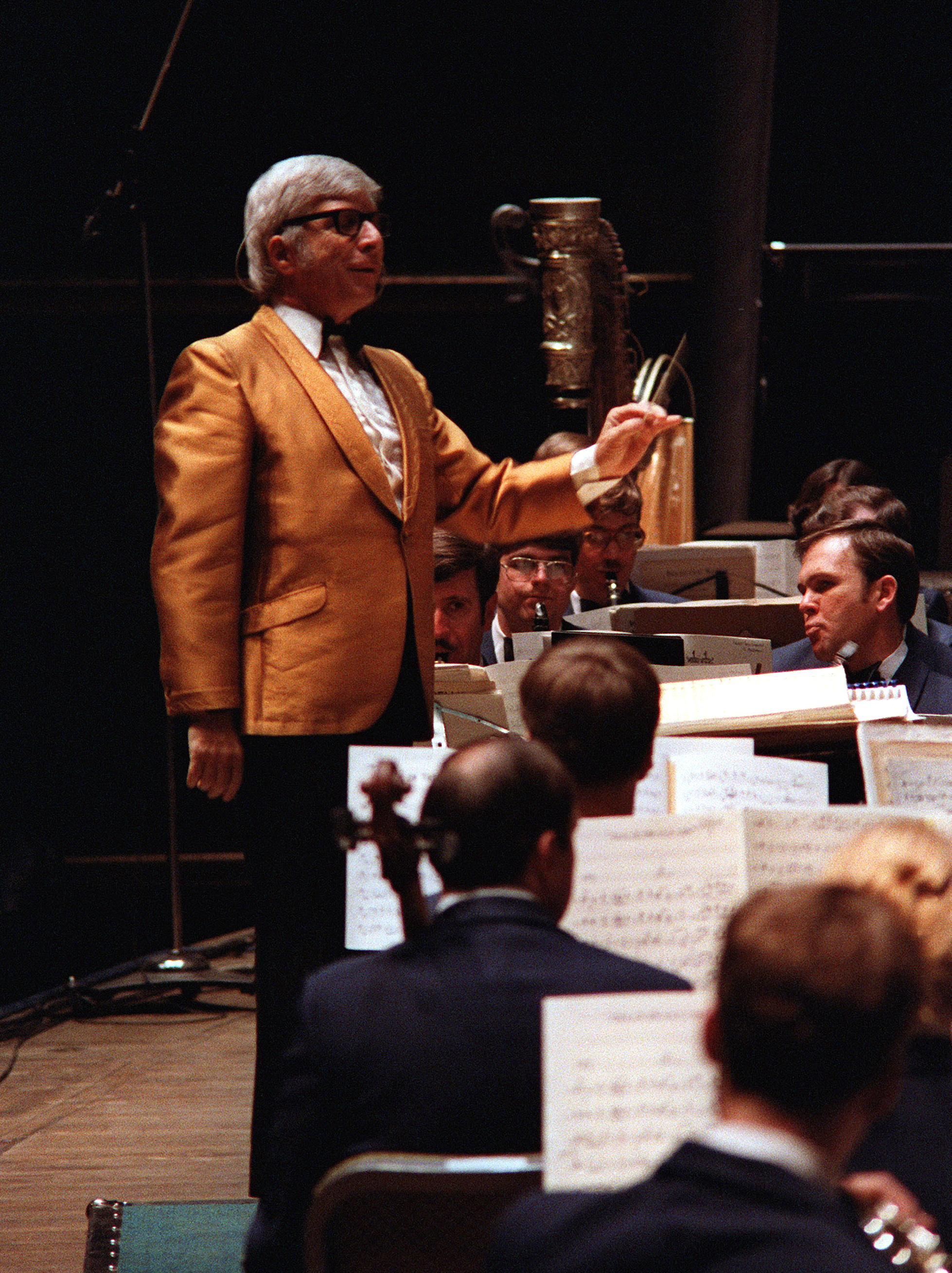 Bernstein guest conducting the [[United States Air Force Band|U.S. Air Force Band]] in 1981