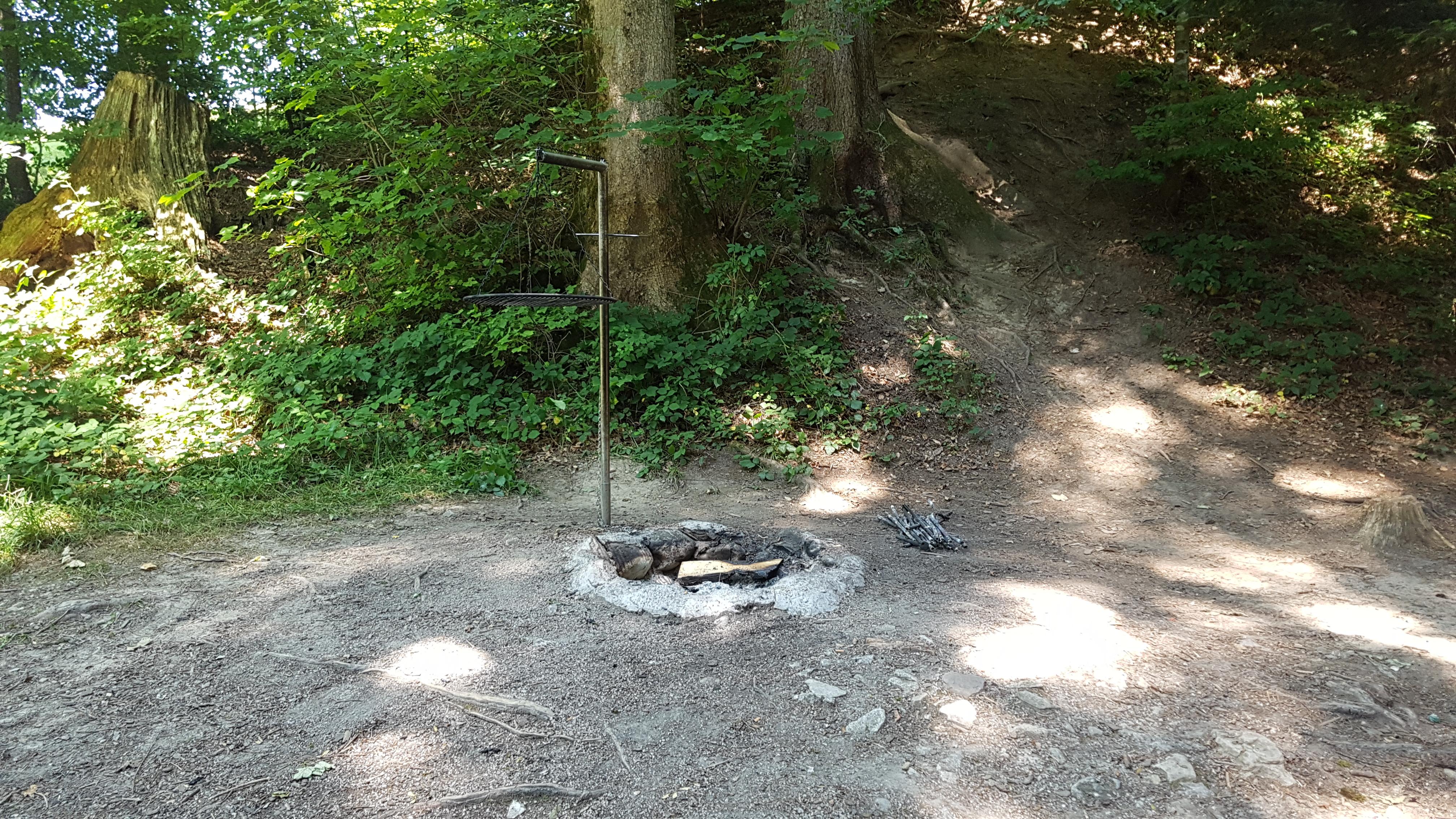 File:Feuerstelle Stein AR