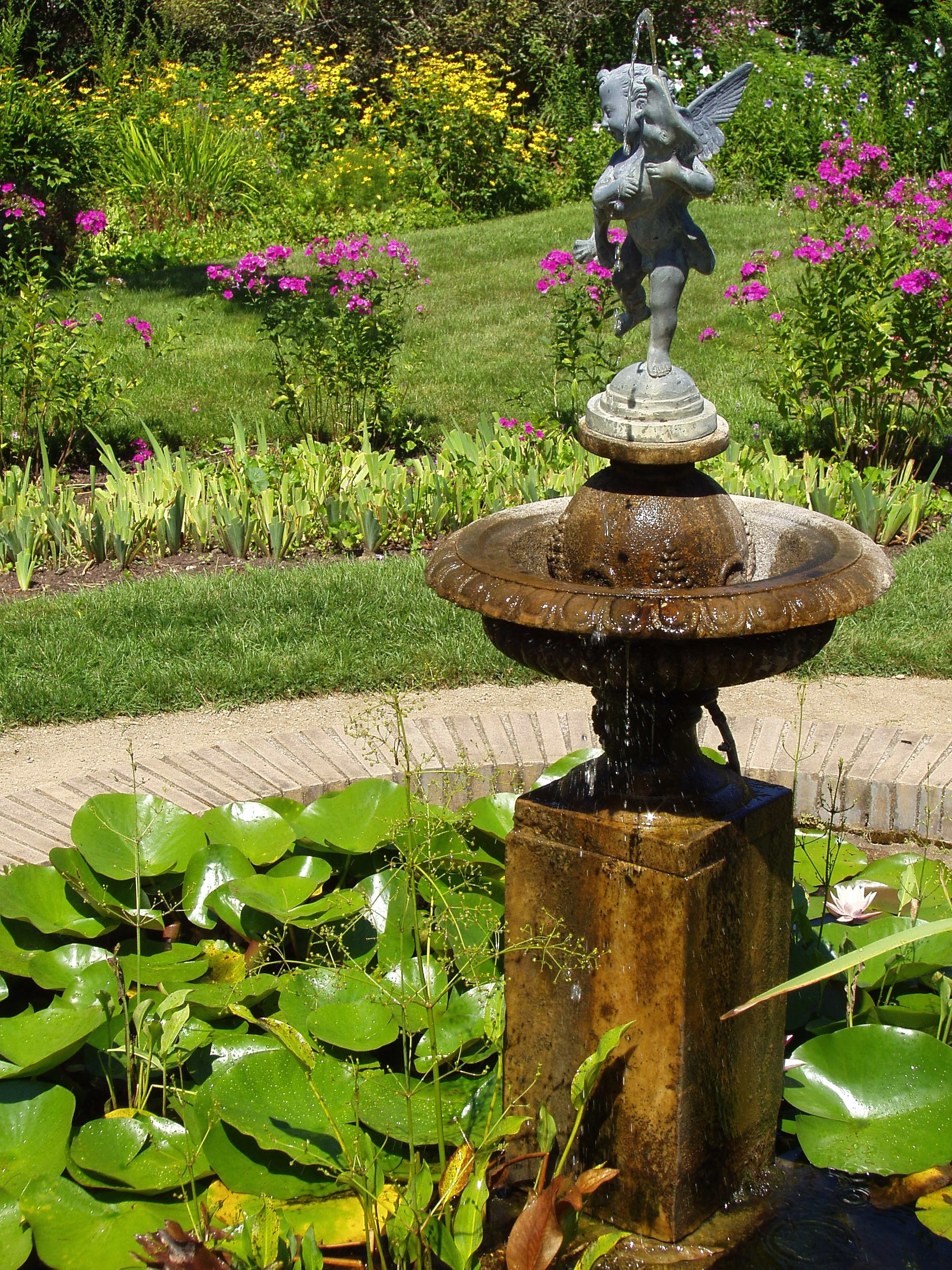 File glen magna farms danvers ma garden fountain jpg for Backyard fountains