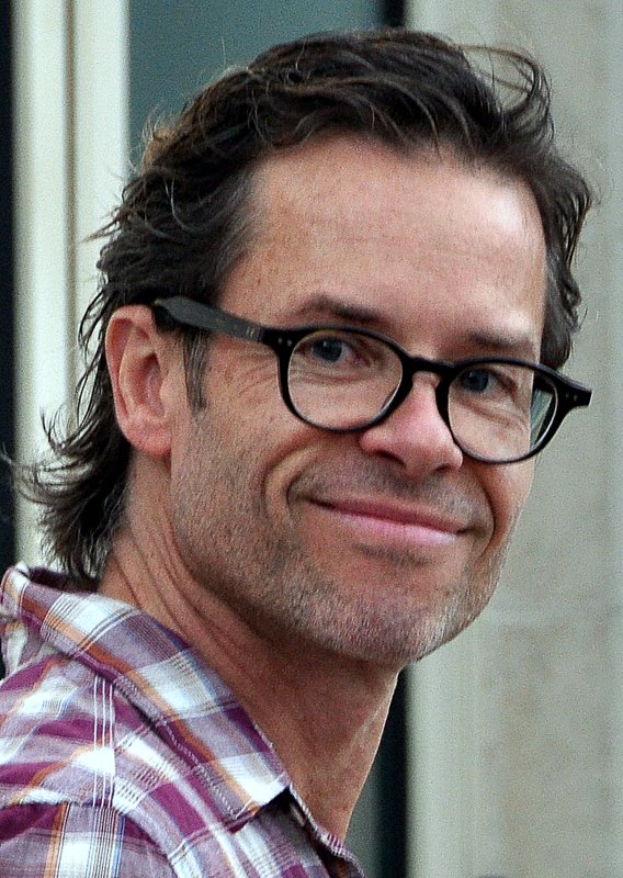 guy pearce wiki