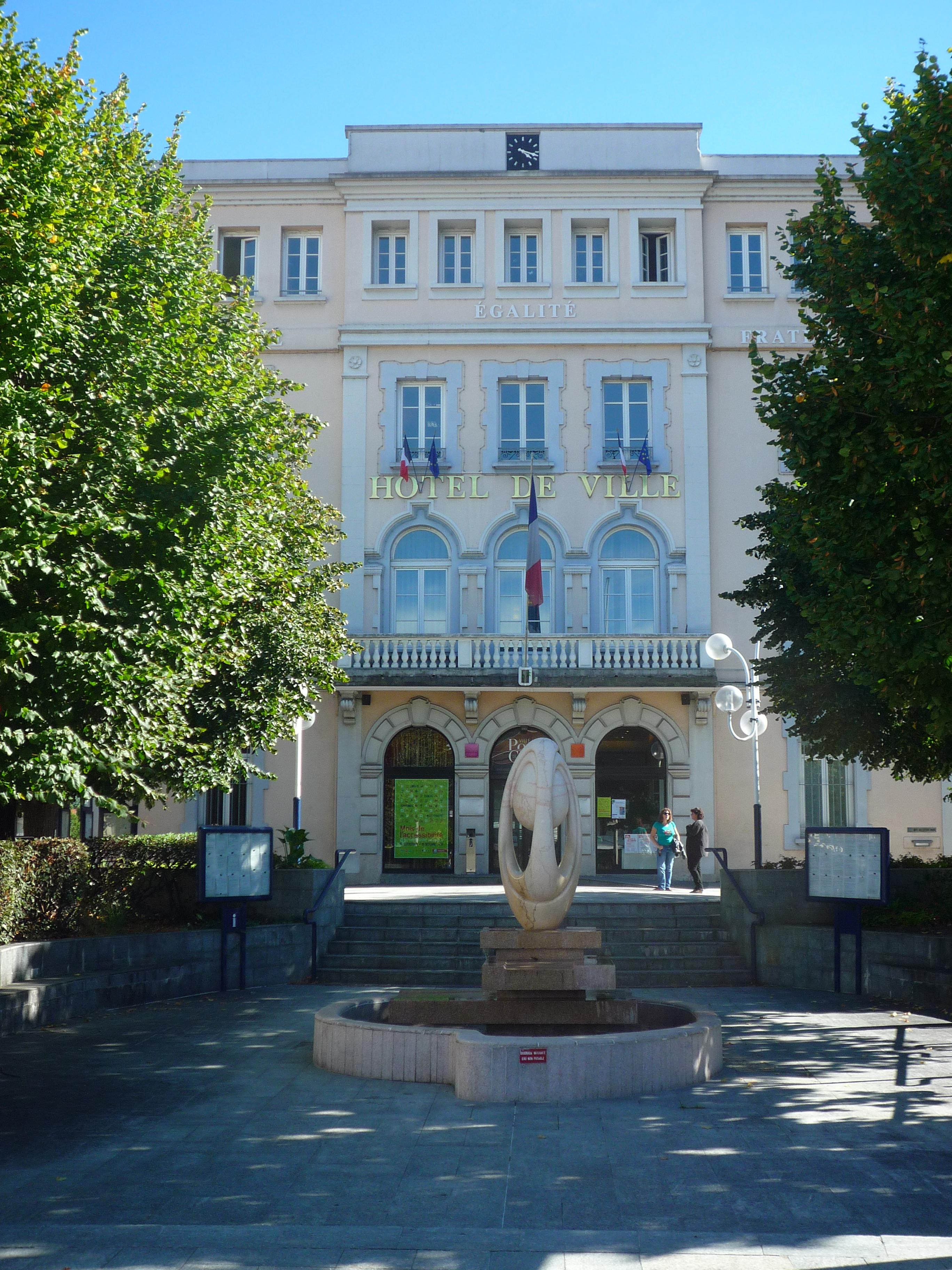 File h tel de ville pont de claix is re jpg wikipedia for Hotel de ville