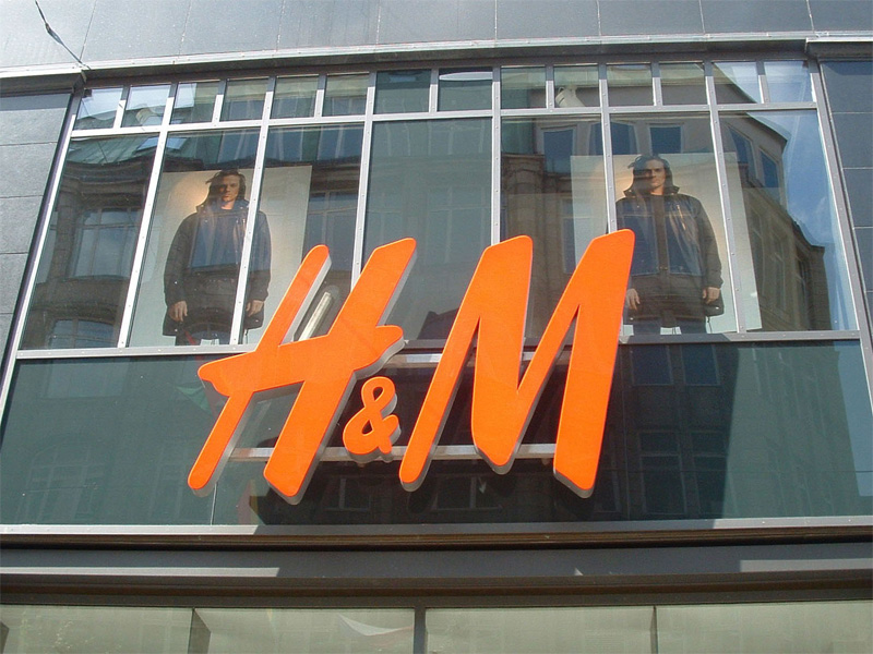 File:h Und m Logo in Hamburg