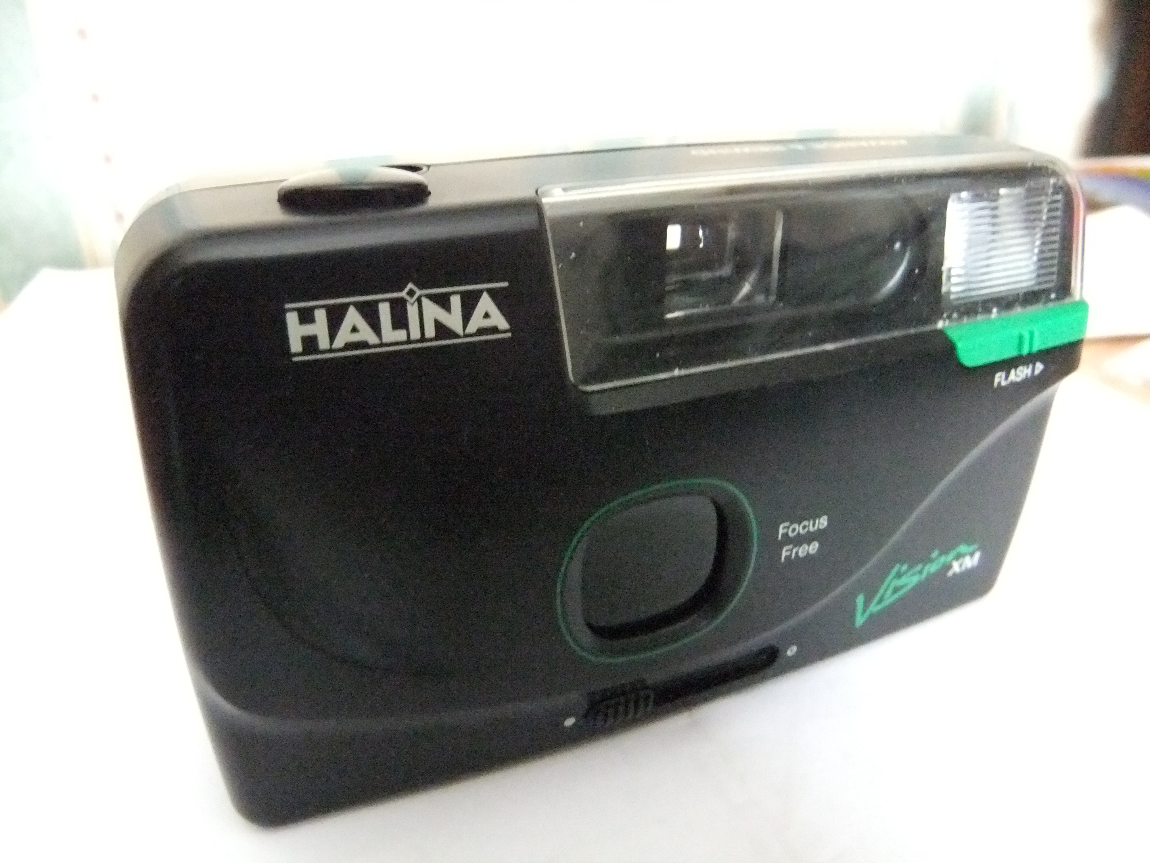 File:Halina Vision XM focus free 35mm film camera, front view, lens