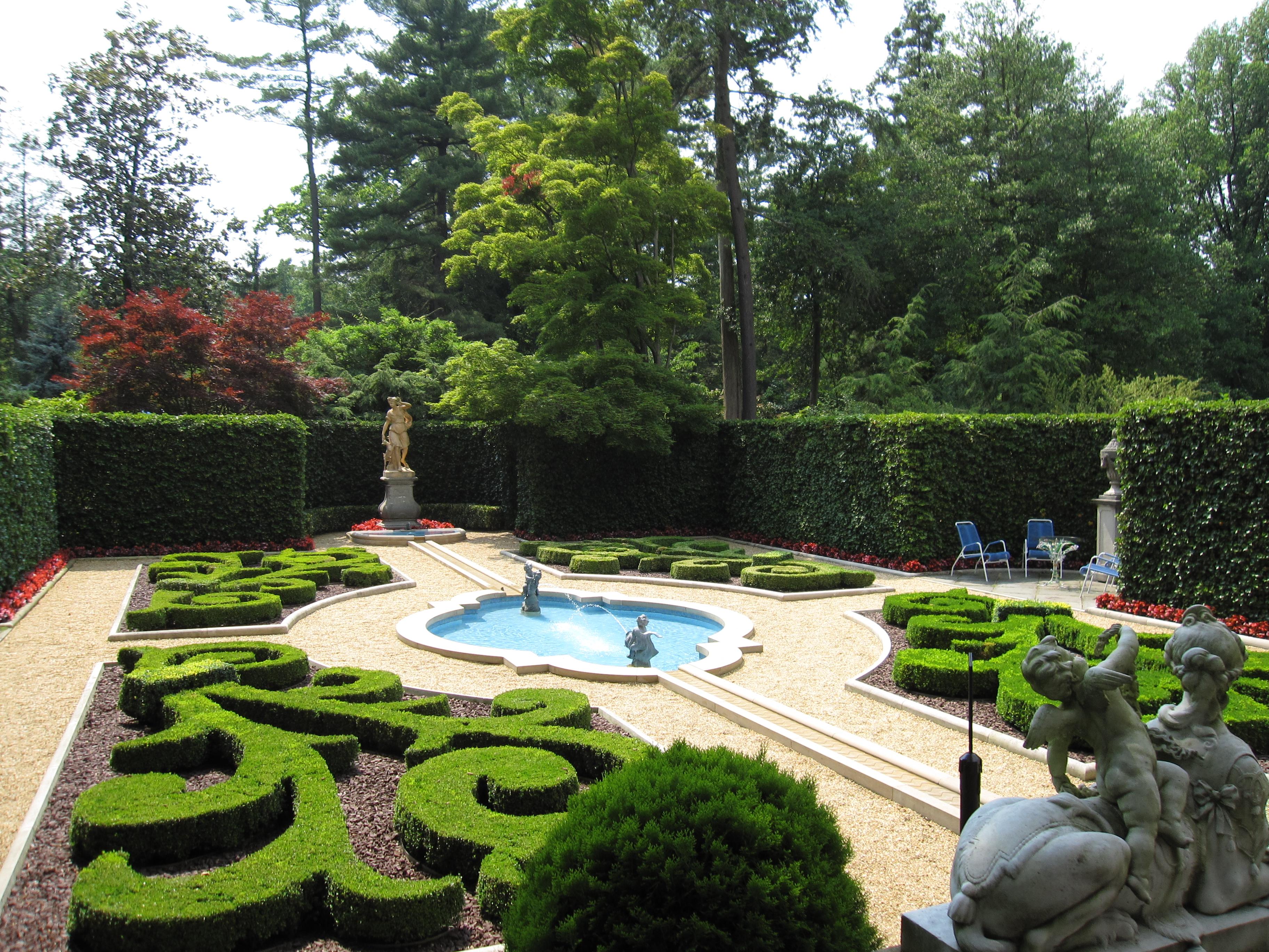 File hillwood estate 1 jpg wikimedia commons for Hillwood estate museum gardens