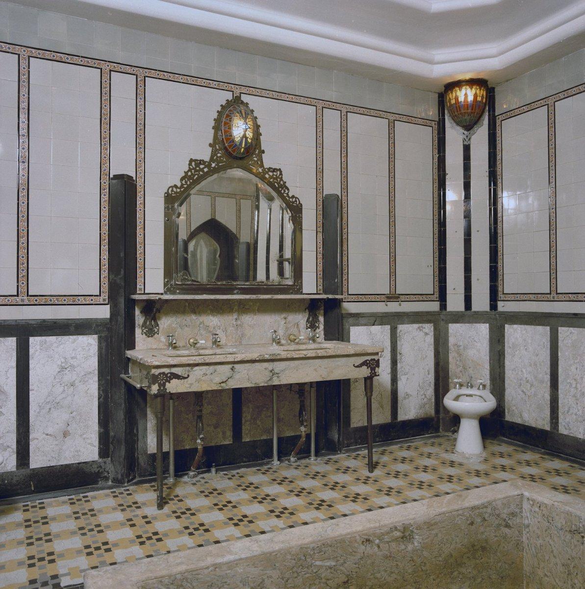 Fileinterieur badkamer art deco wastafel den dolder 20280112 rcejpg badkamer spiegel art deco - Deco badkamer meubels ...