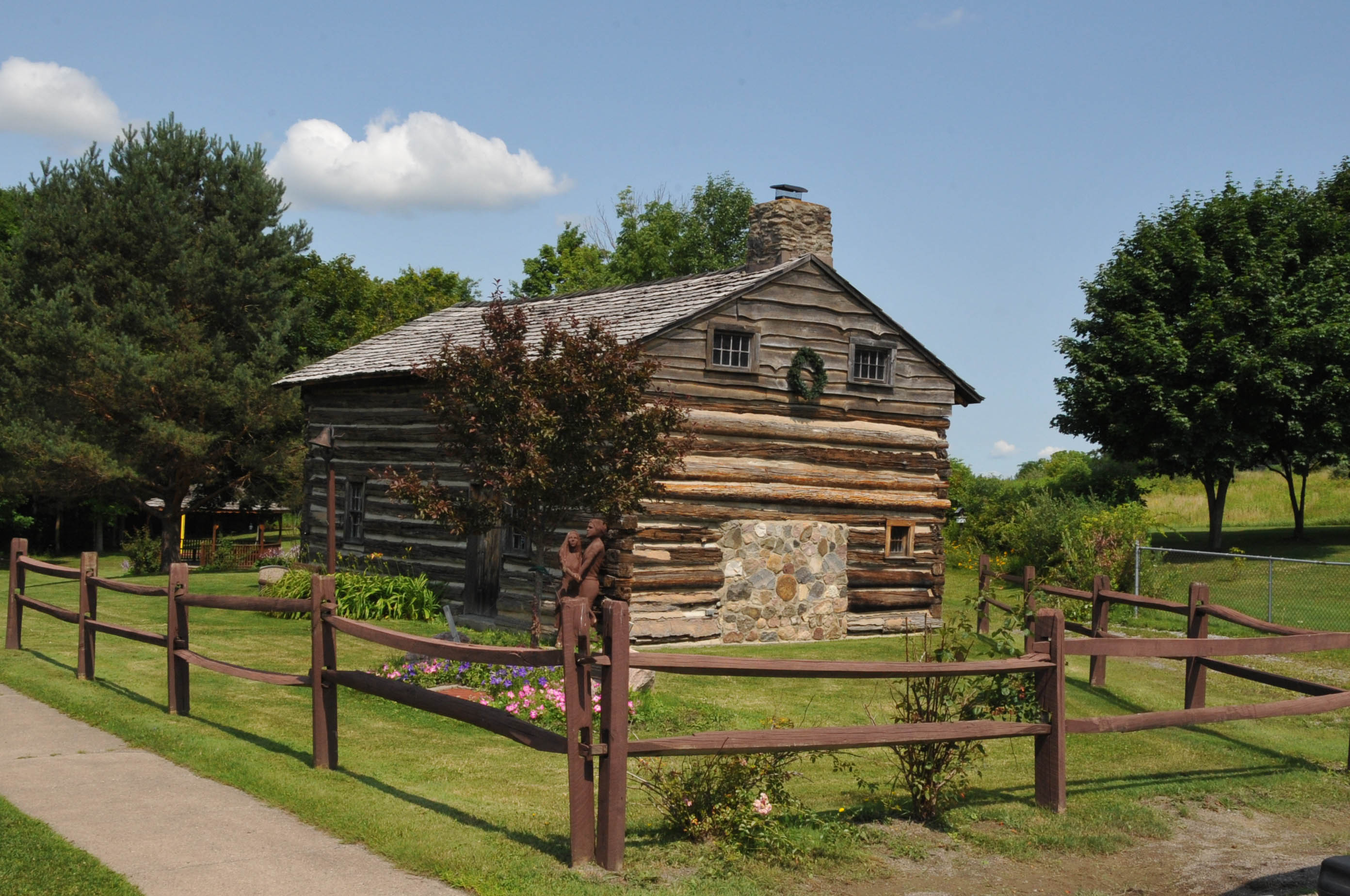 Kellerman log cabin new york roadtrippers for Log cabins in ny