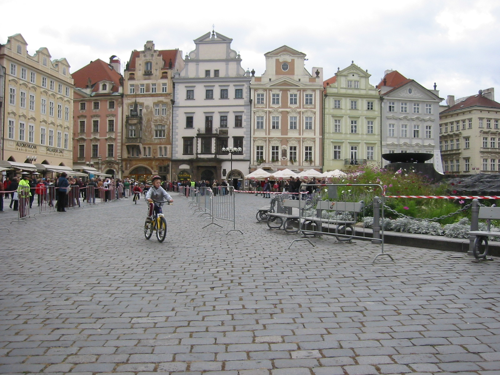 File kids race bikes in prague center for Prague center