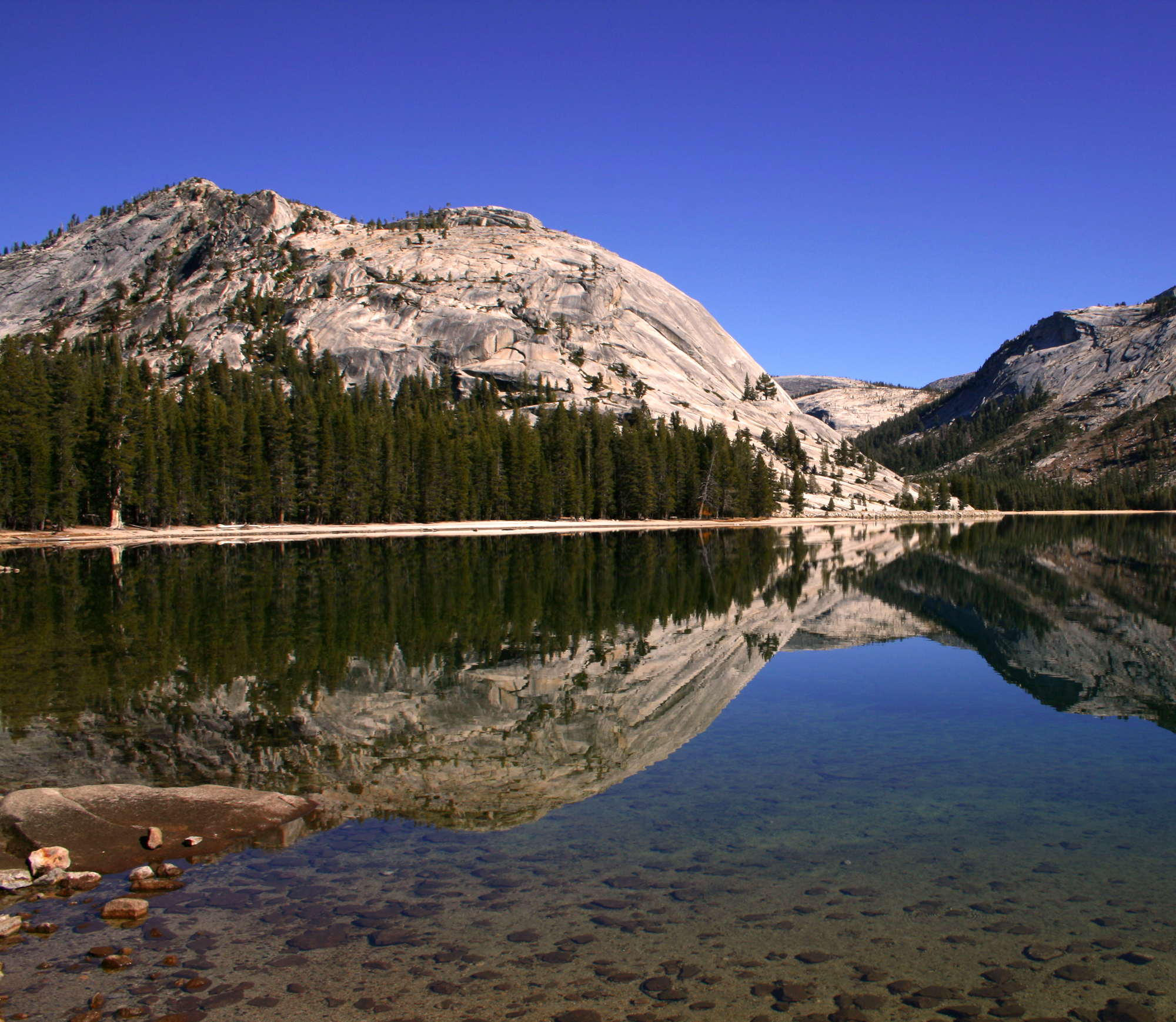 Summaries and links to detailed reviews for more than 50 hikes in Yosemite and nearby areas.