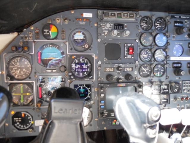 LIRDŽET 25B Learjet_Panel