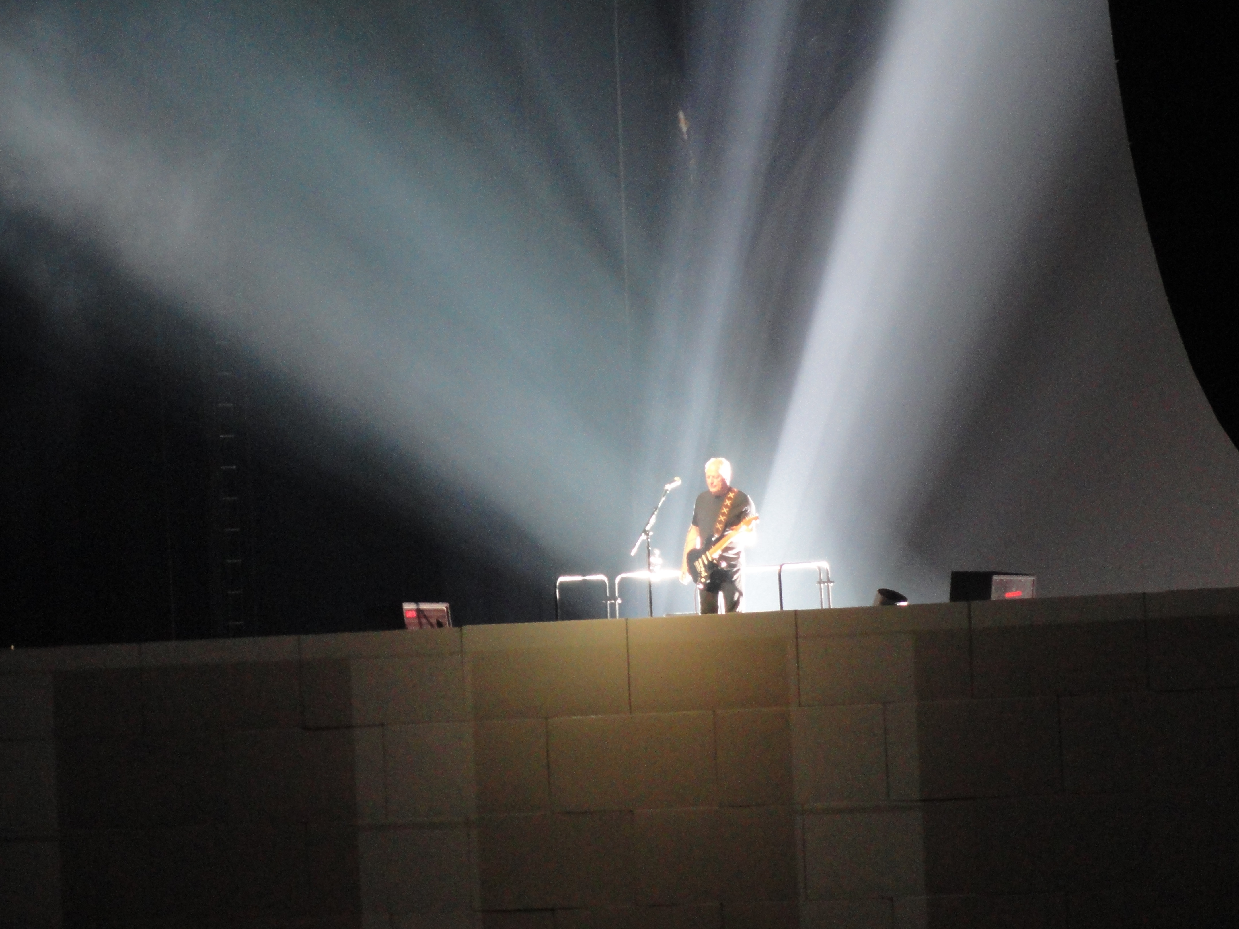 Live video for Roger Waters (Pink Floyd) 'The Wall Tour'