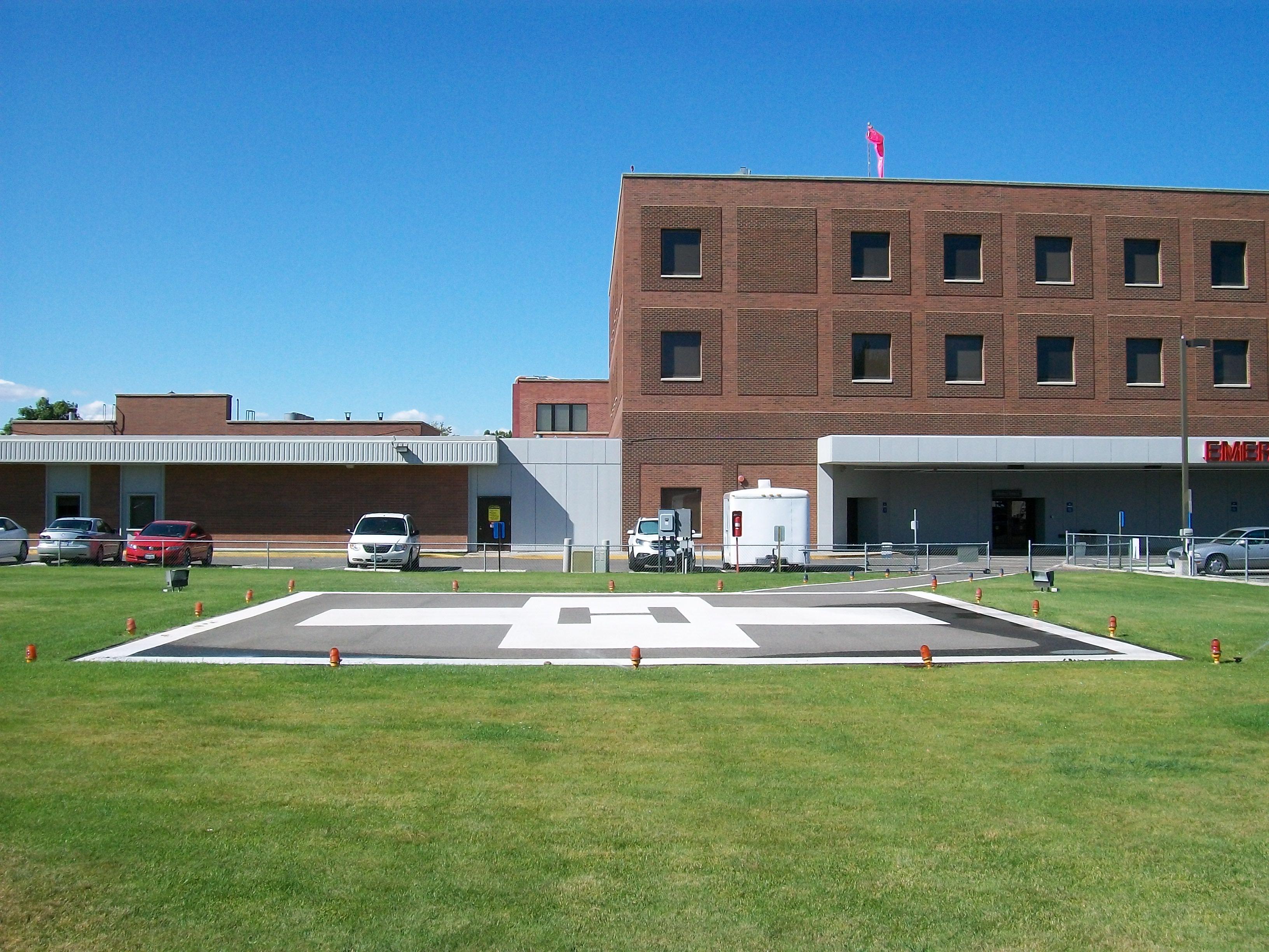 File:Lourdes Hospital helipad in Pasco, Washington 2.jpg