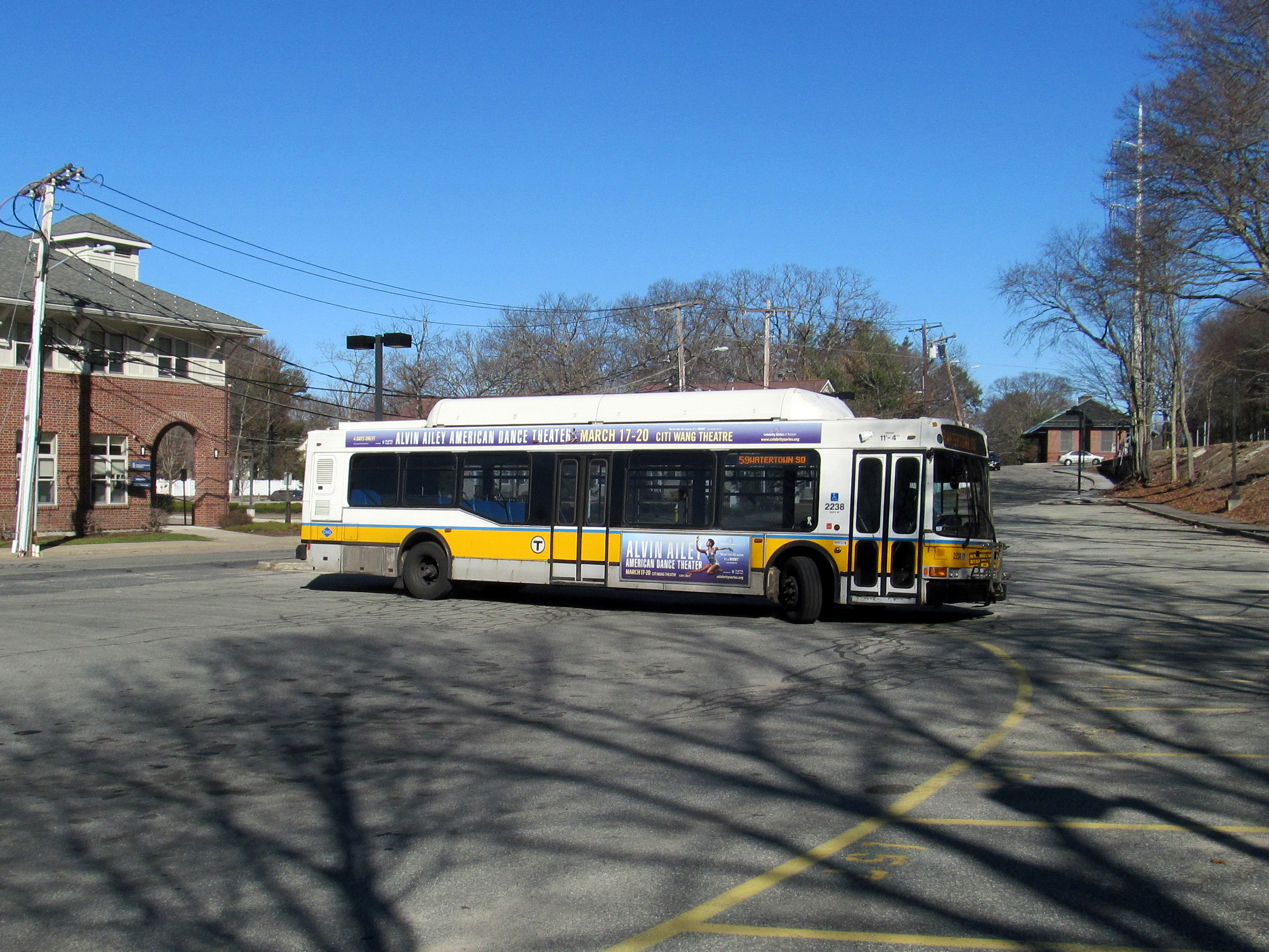 file:mbta route 59 bus turning at needham junction, march 2016