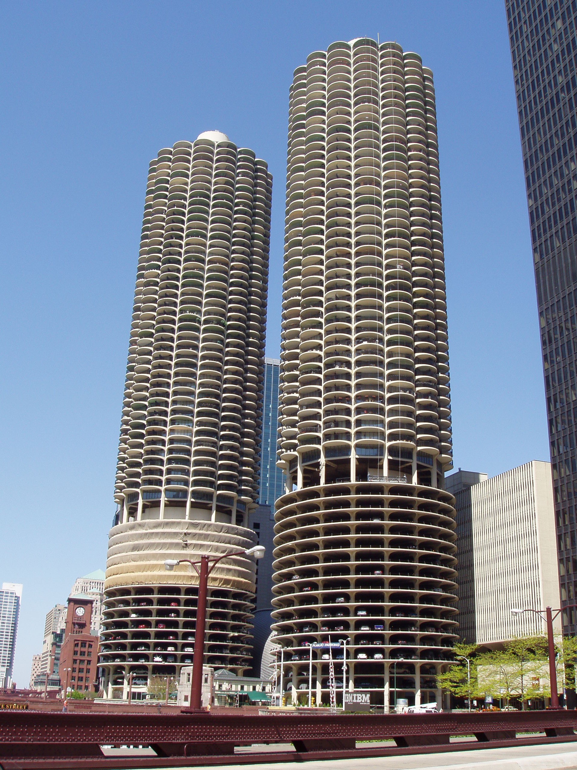 File:Marina City - Chicago, Illinois.JPG