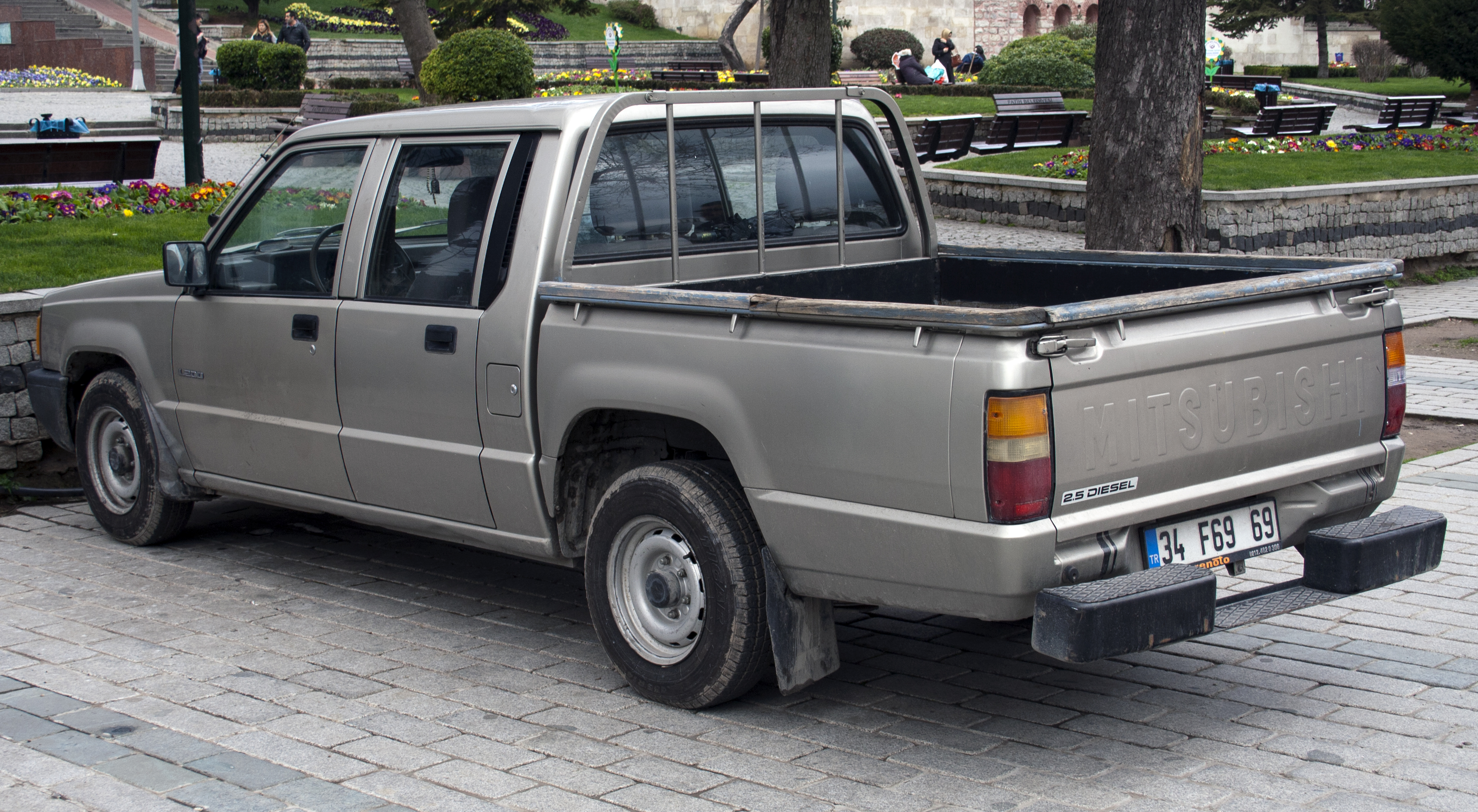 Used Diesel Trucks >> File:Mitsubishi L200 2.5 Diesel 2WD double cab rear.jpg - Wikimedia Commons