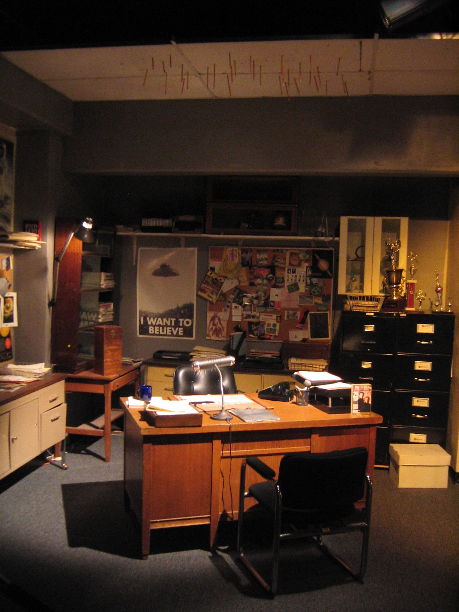File:Mulder´s office.jpg - Wikimedia Commons