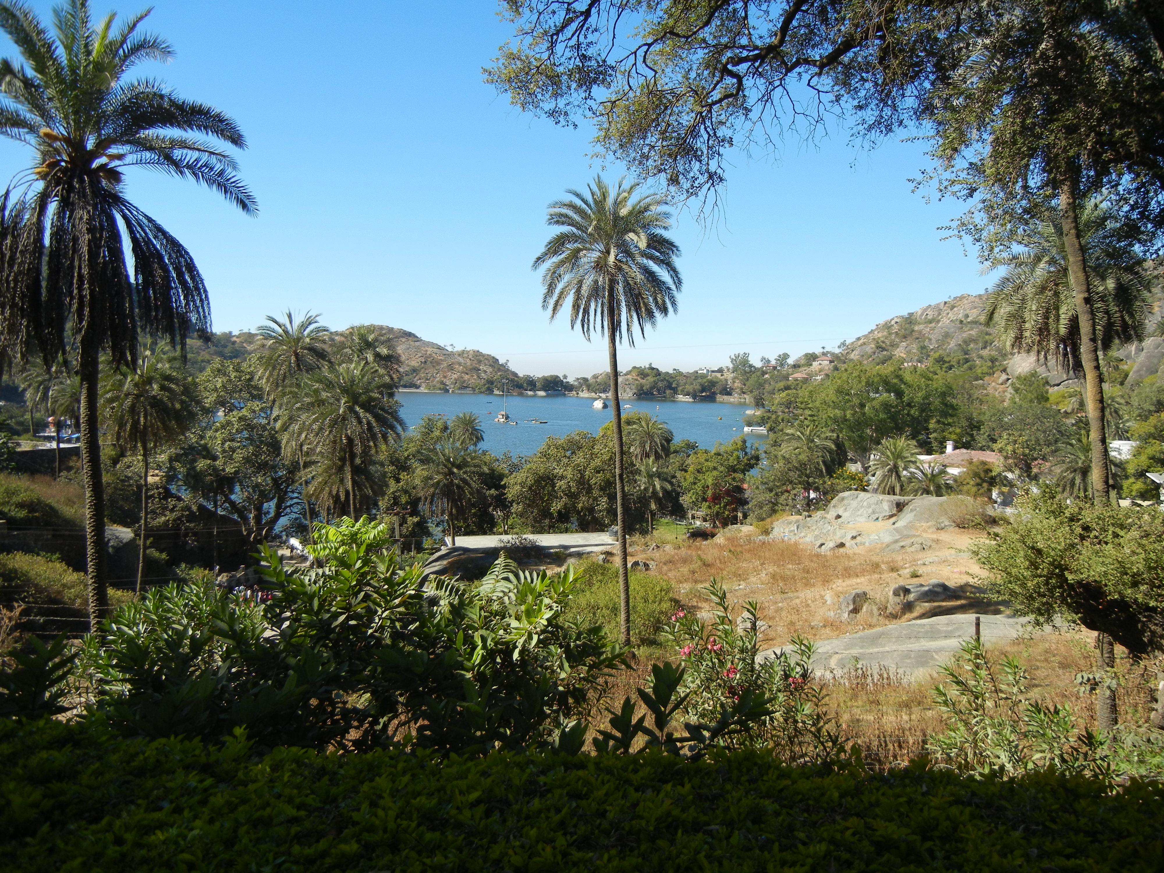 ファイル:Nakki Lake from Mount...