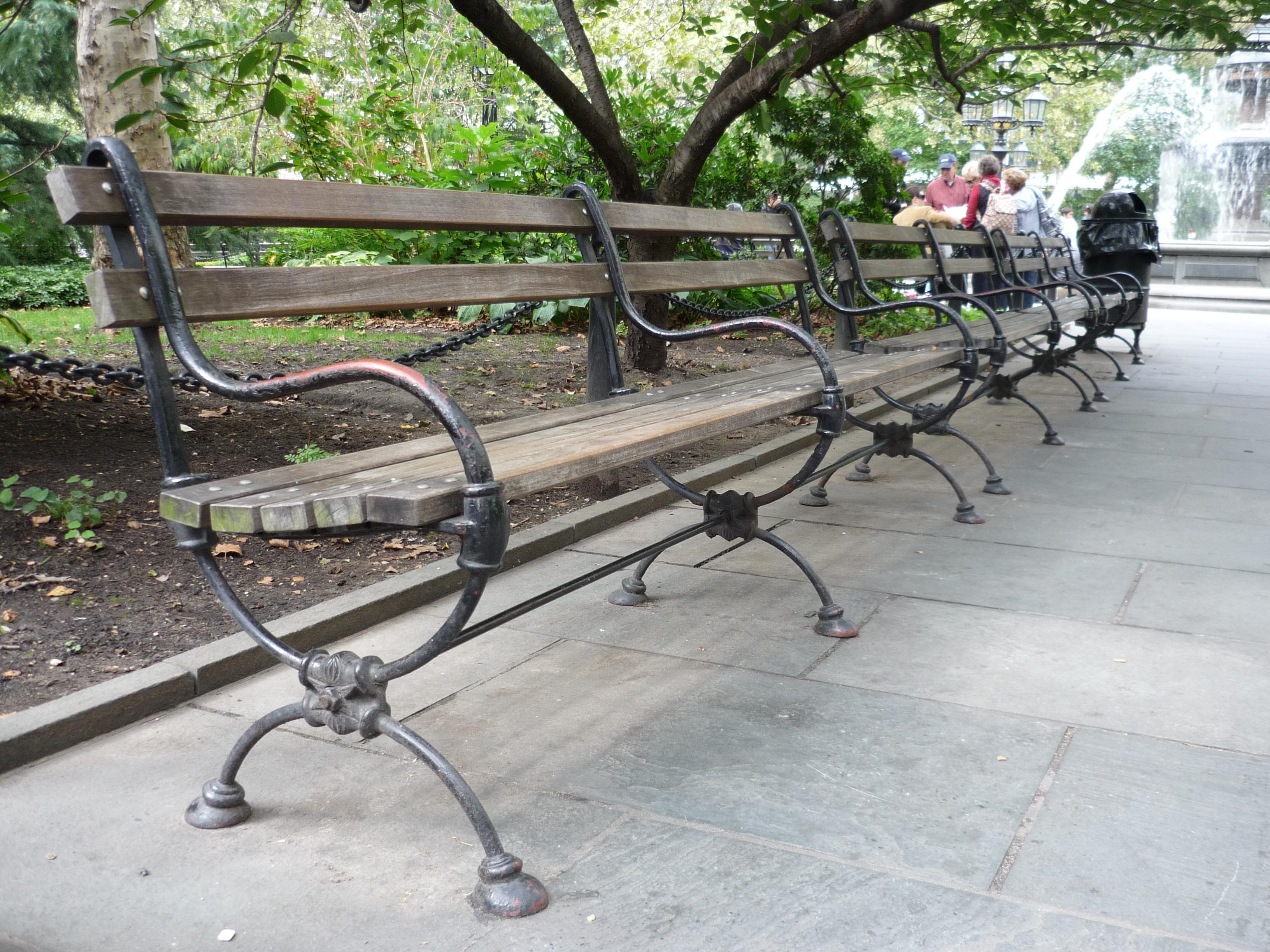 File Park Bench In Manhattan New York 2008 Jpg Wikimedia Commons