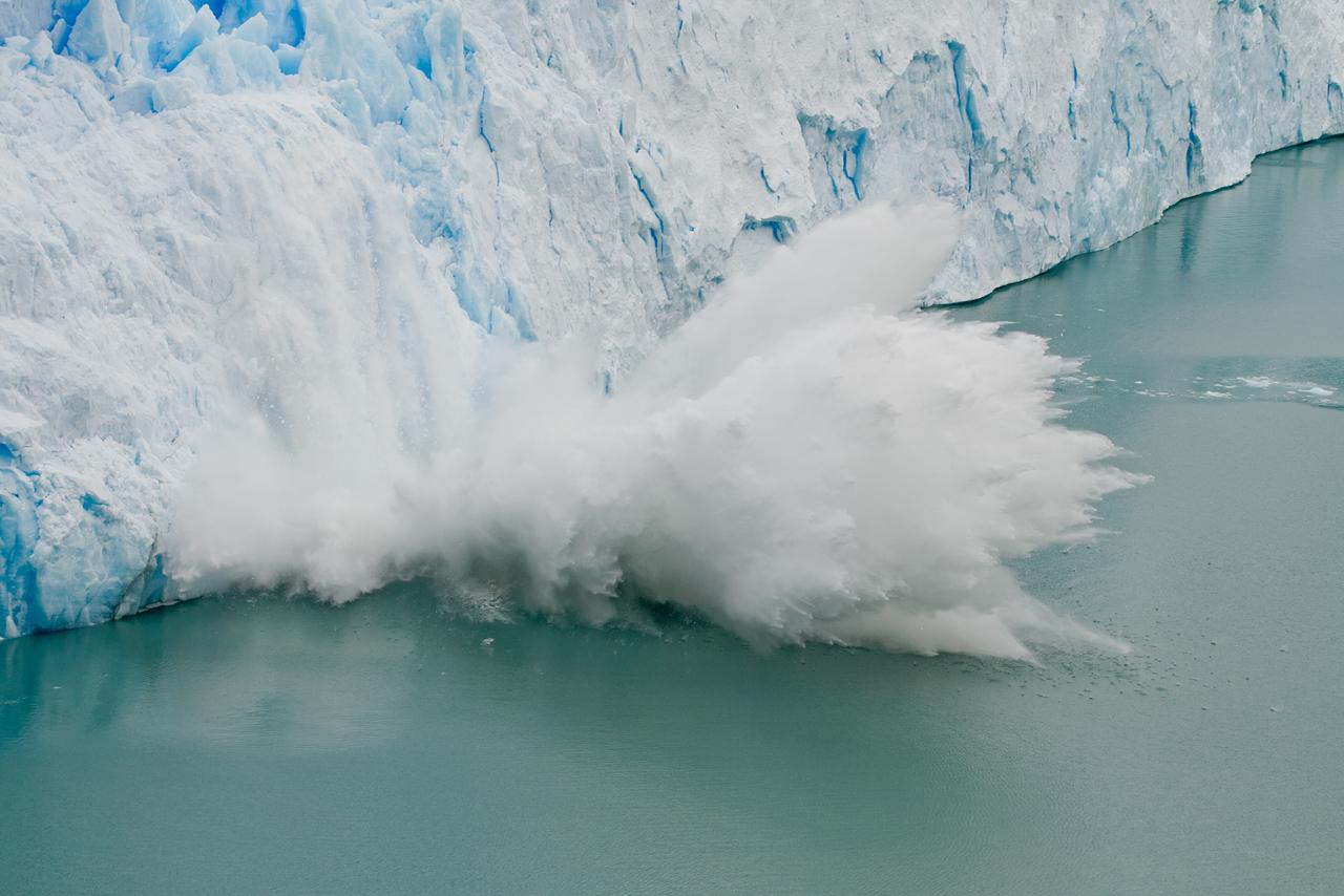 File:Perito Moreno Glacier ice fall.jpg - Wikimedia Commons