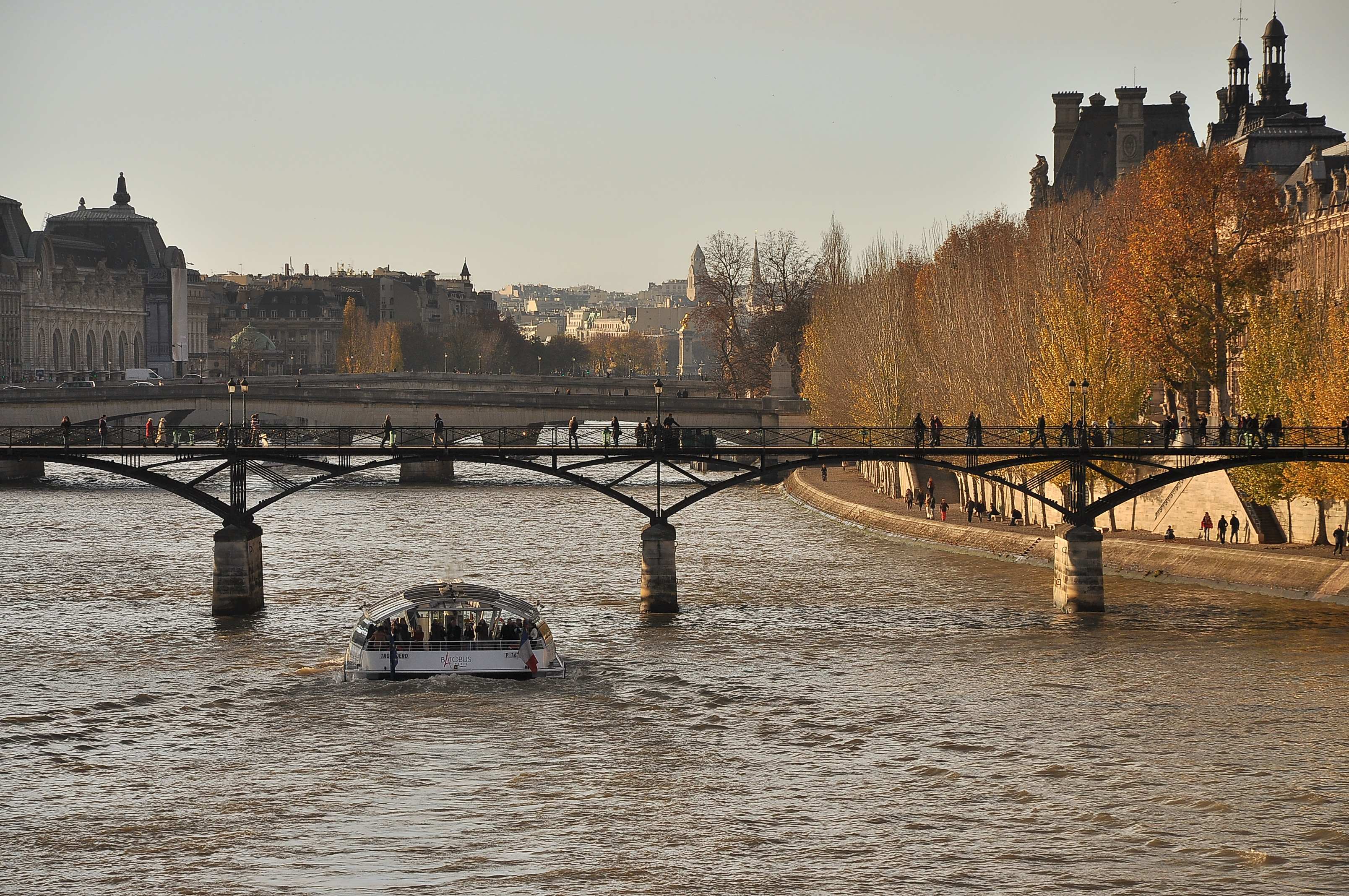 File:Pont des Arts, Paris 1er 001.JPG - Wikimedia Commons Building