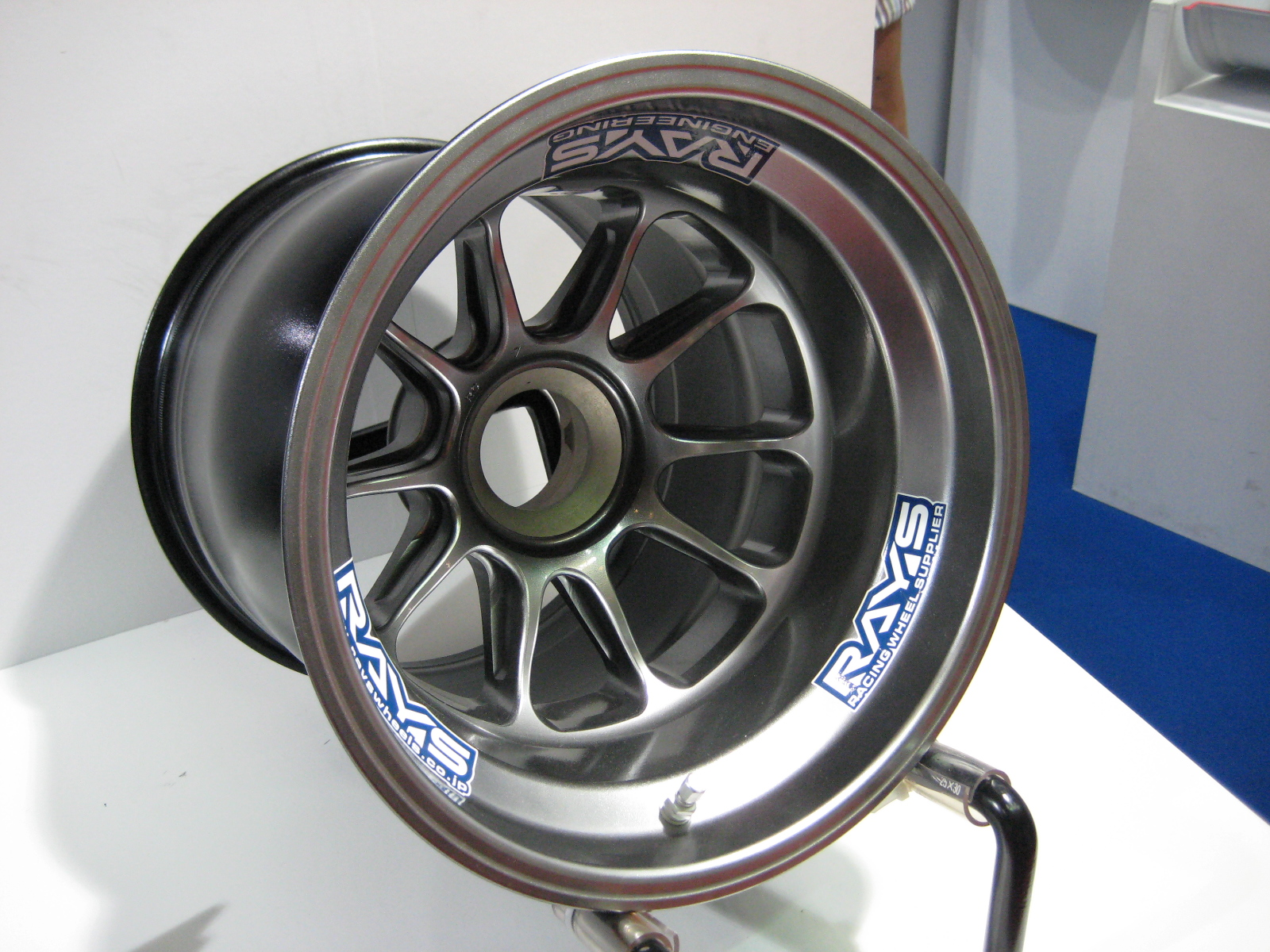 ファイル rays f1 rear wheel jpg wikipedia
