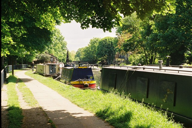 Regent's Canal, Victoria Park - geograph.org.uk - 129155