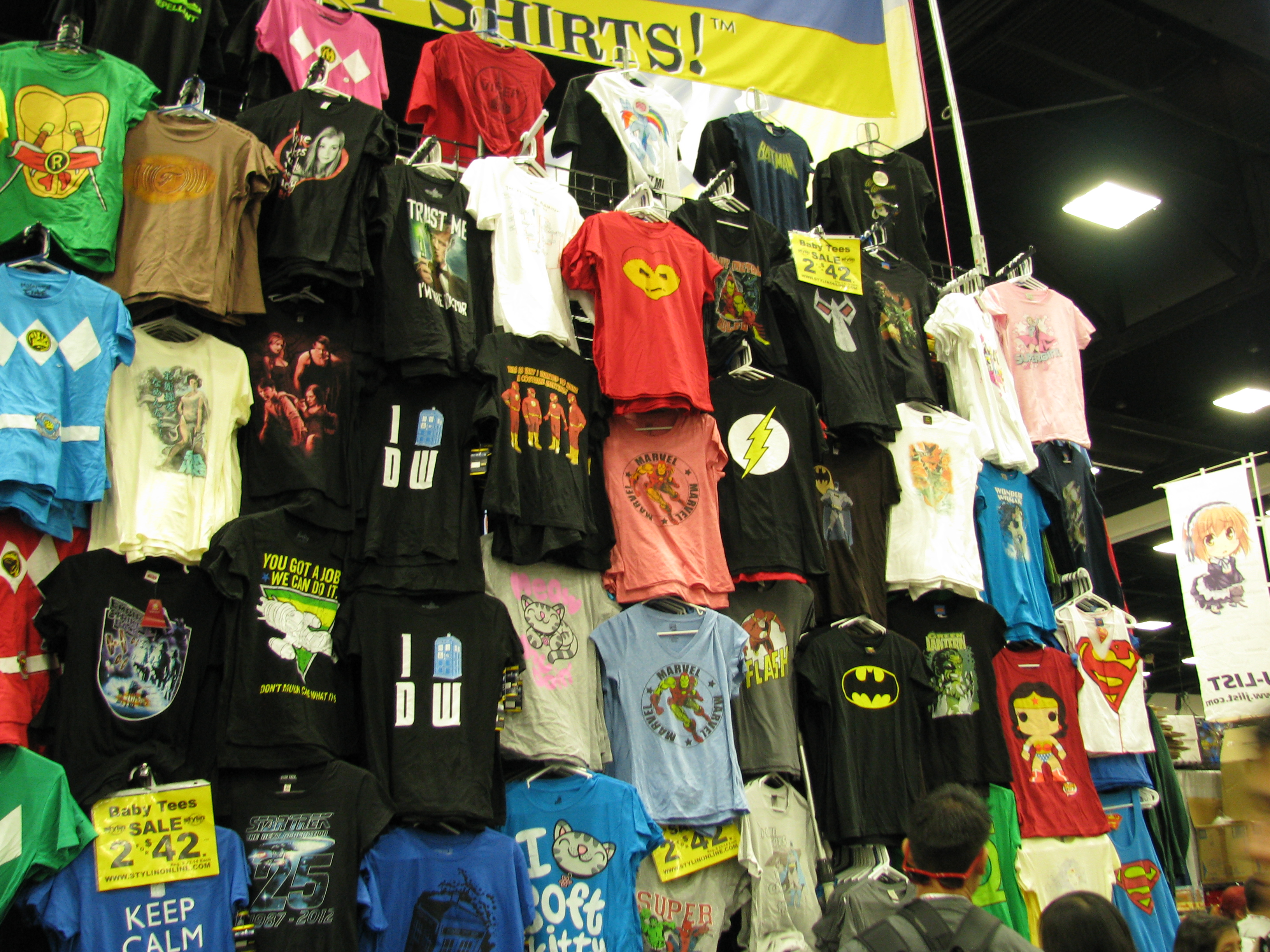 File:SDCC13 - T-Shirt Booth (9348049568).jpg - Wikimedia Commons