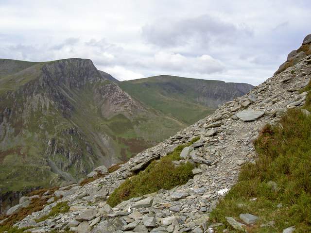 Scree on the mountainside - Foel-goch beyond - geograph.org.uk - 971388
