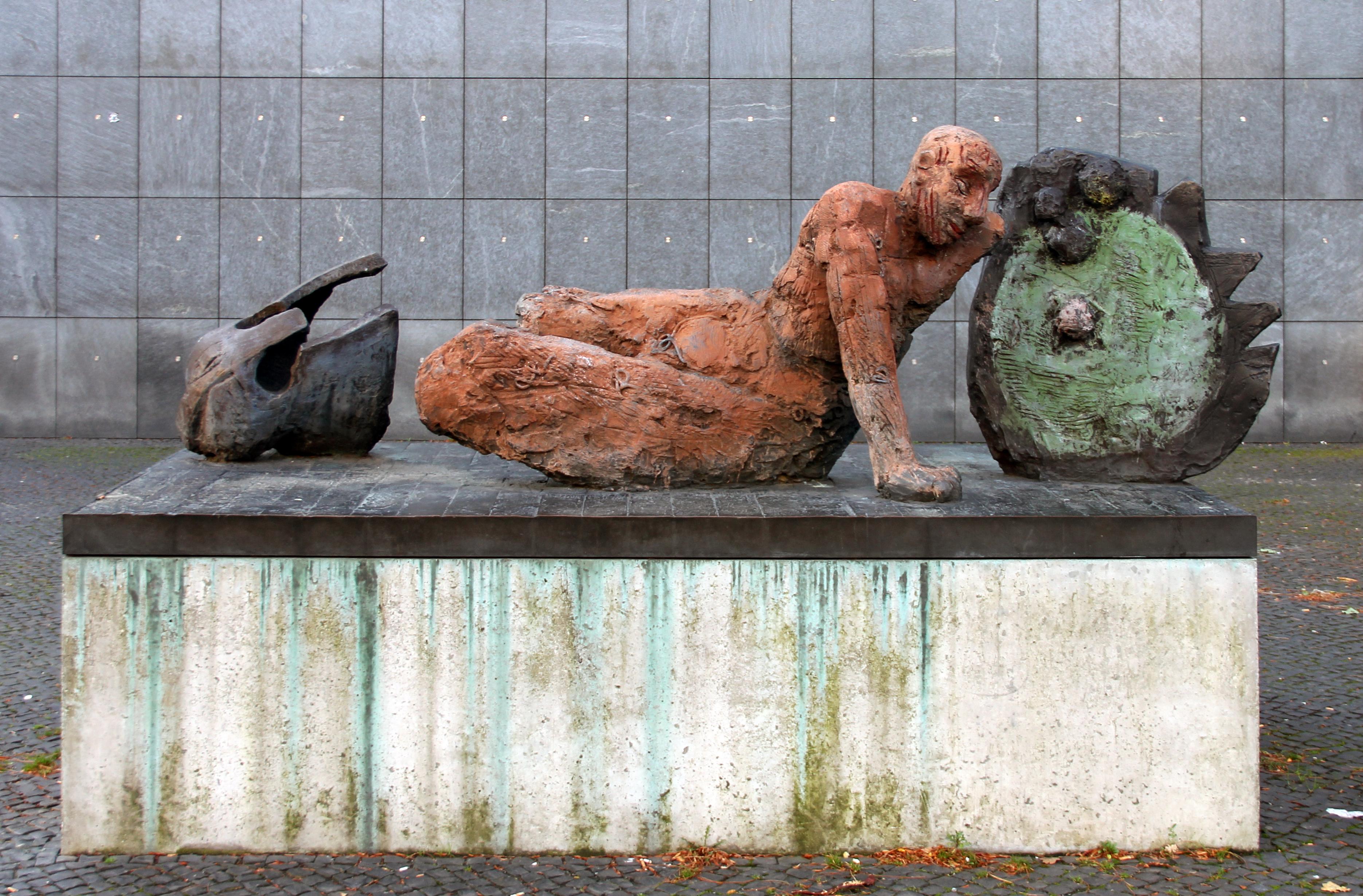 File skulptur kantstr charl der gestürzte krieger