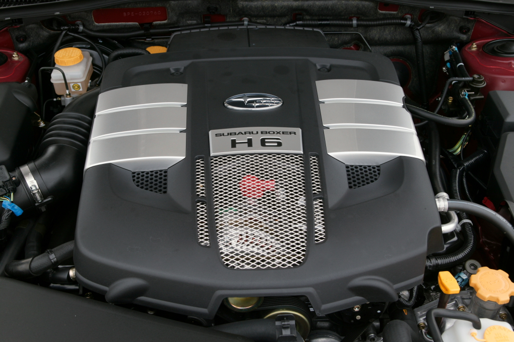 ���� ���� ������ ��������� (�������) Subaru_EZ30_engine_001.JPG
