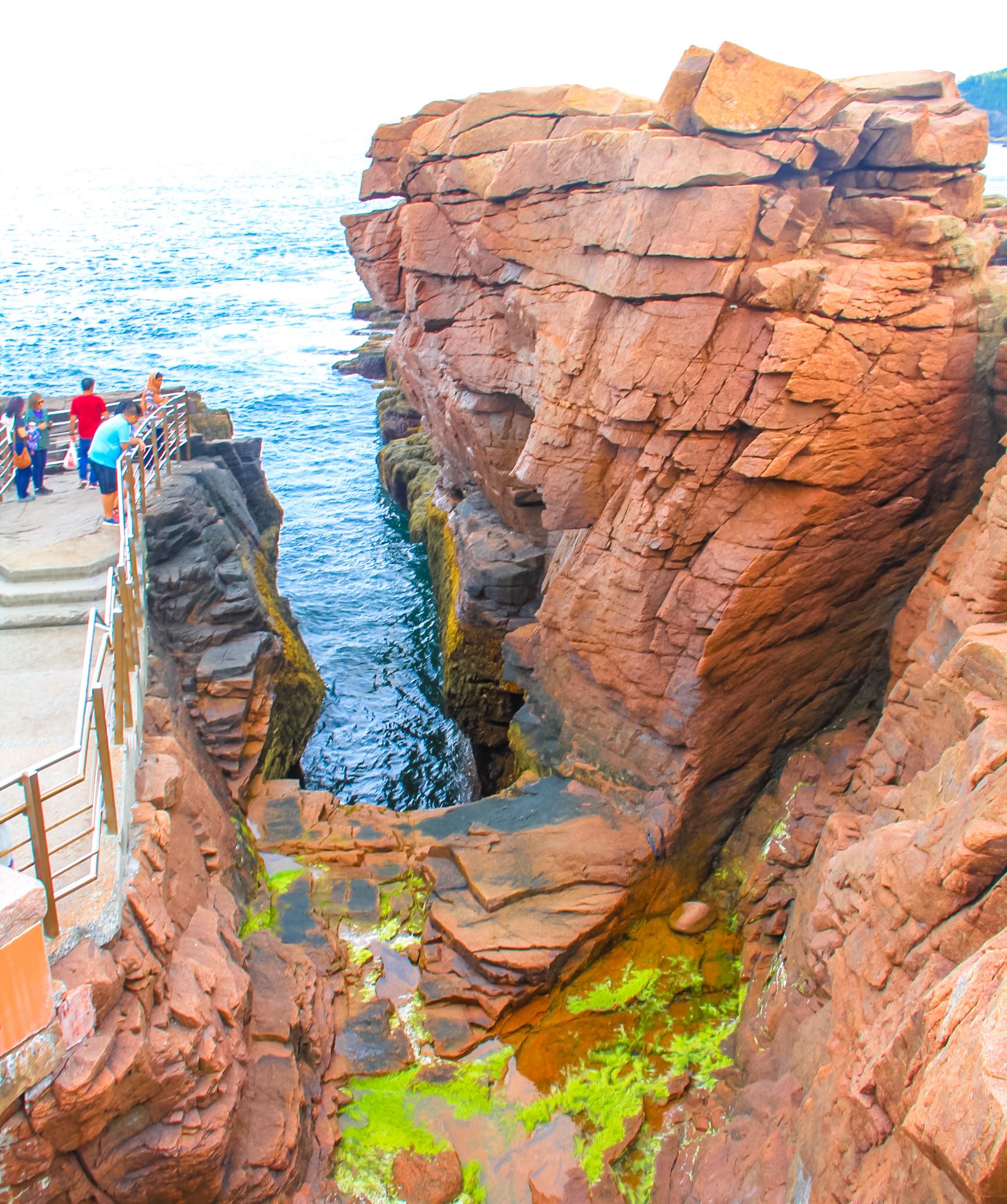 File:Thunder hole, Acadia National Park, Maine.jpg - Wikimedia Commons