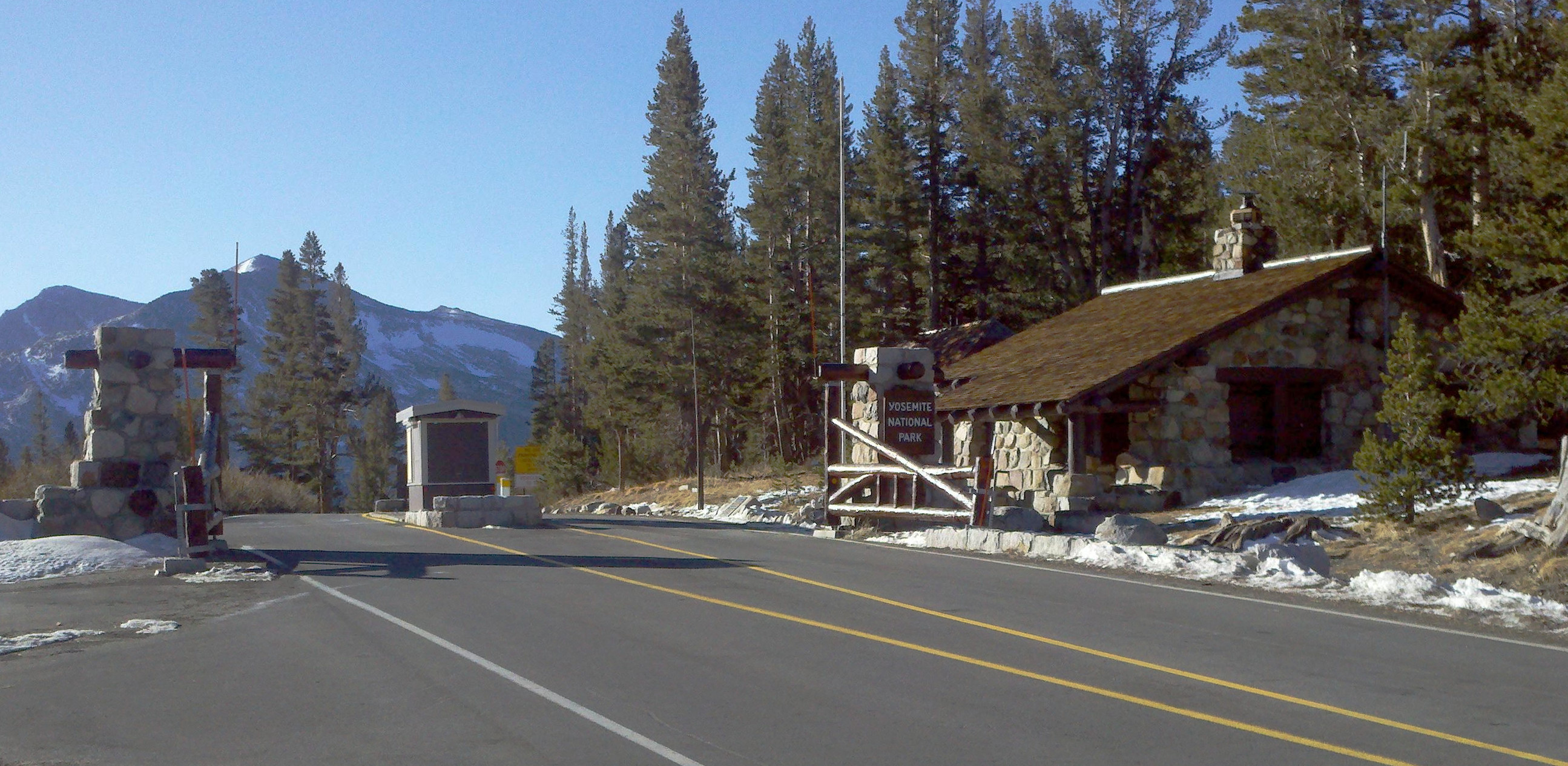 File Tioga Pass Entry Station Jpg Wikimedia Commons