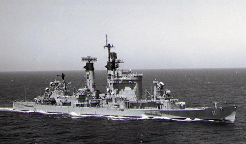USS_Chicago_(CG-11)_underway_in_the_West