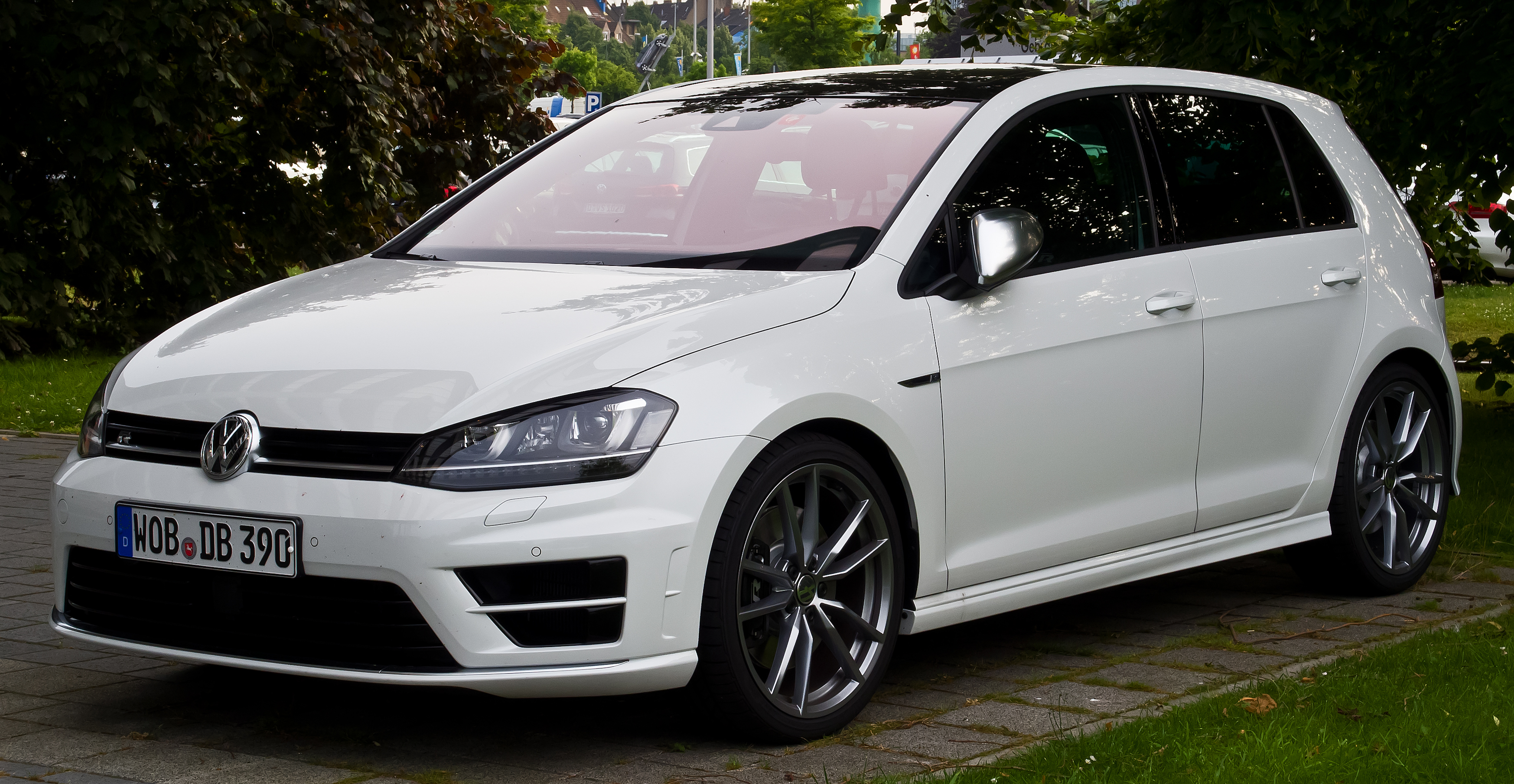 file vw golf r vii frontansicht 17 juni 2014 d wikimedia commons. Black Bedroom Furniture Sets. Home Design Ideas