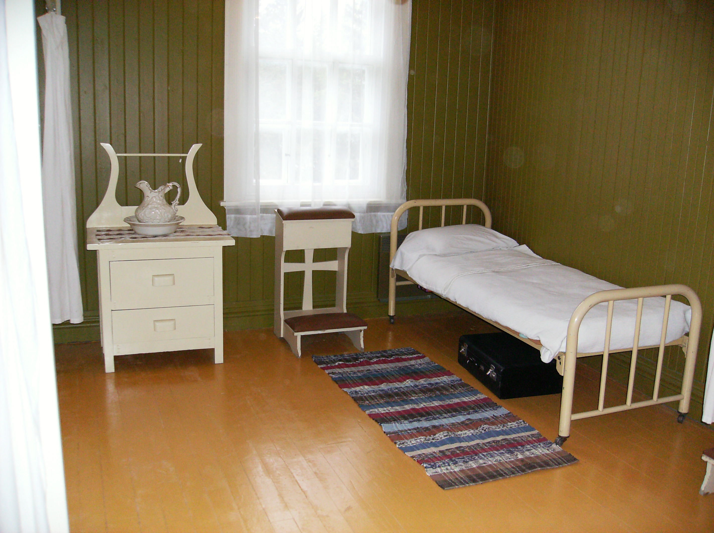 File:Val Jalbert historic housing interiors 7.JPG - Wikimedia Commons