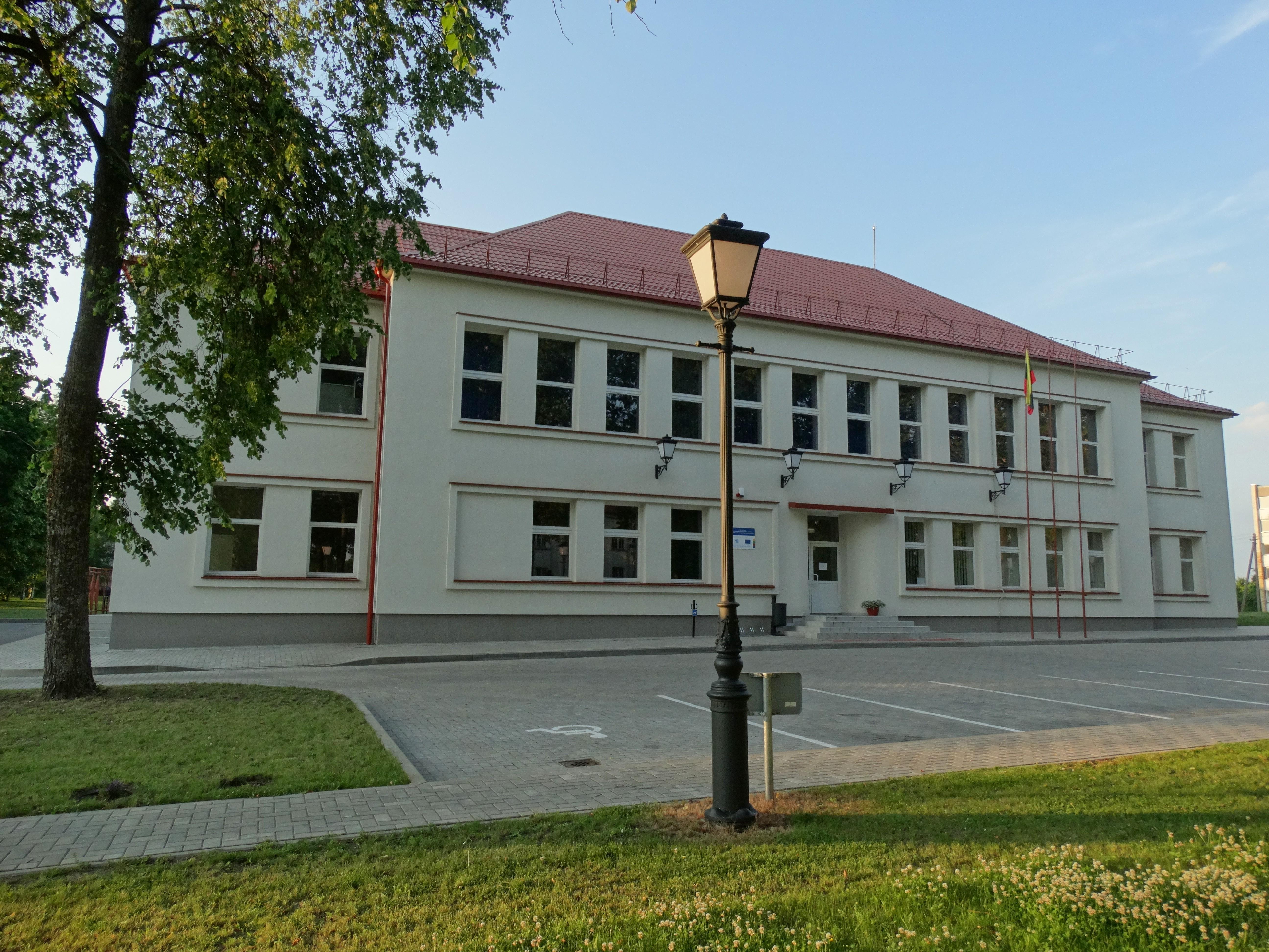 varniai, kultūros centras.jpg
