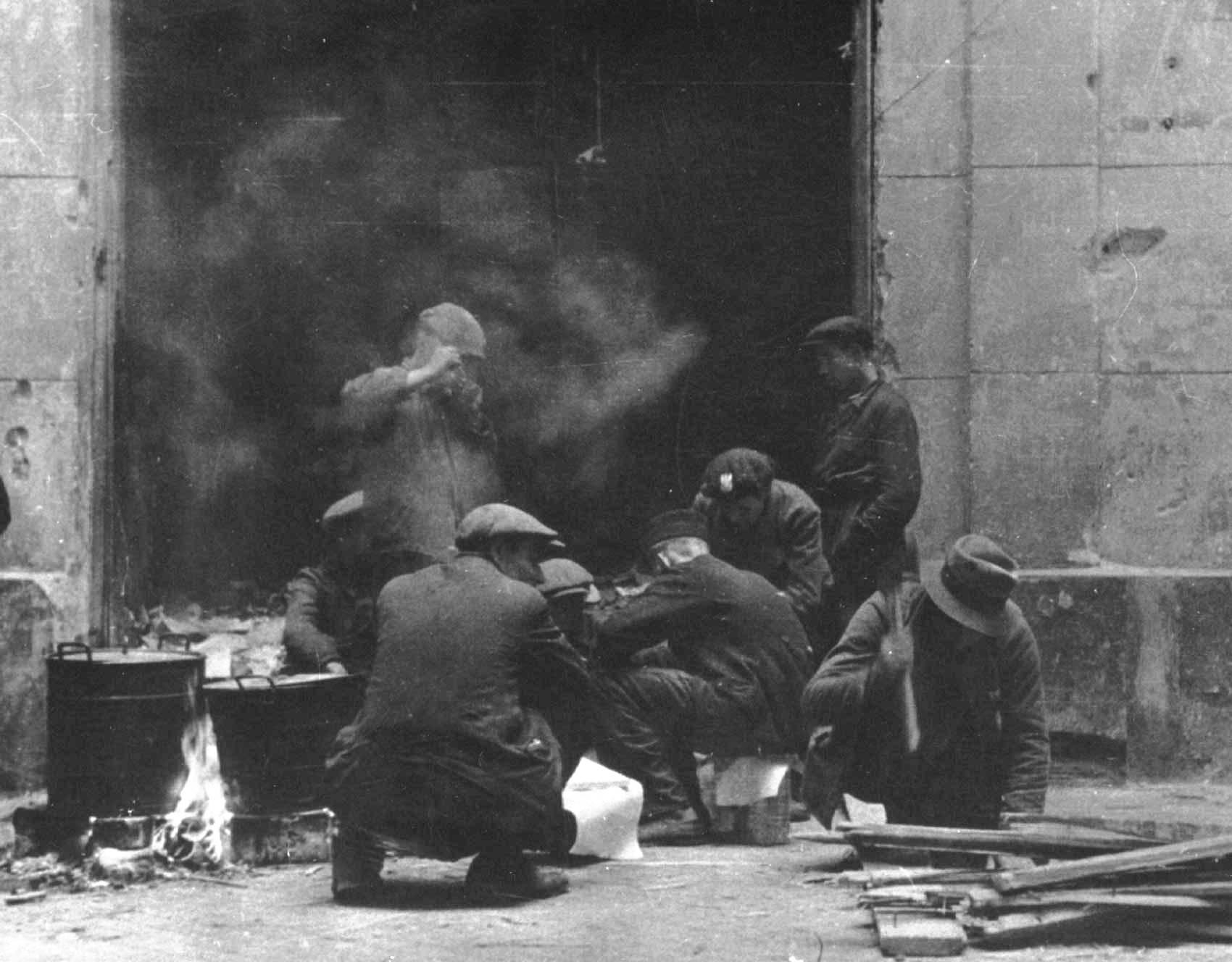 File Warsaw Uprising by Walkowski  kuchnia polowa jpg   -> Allegro Kuchnia Polowa