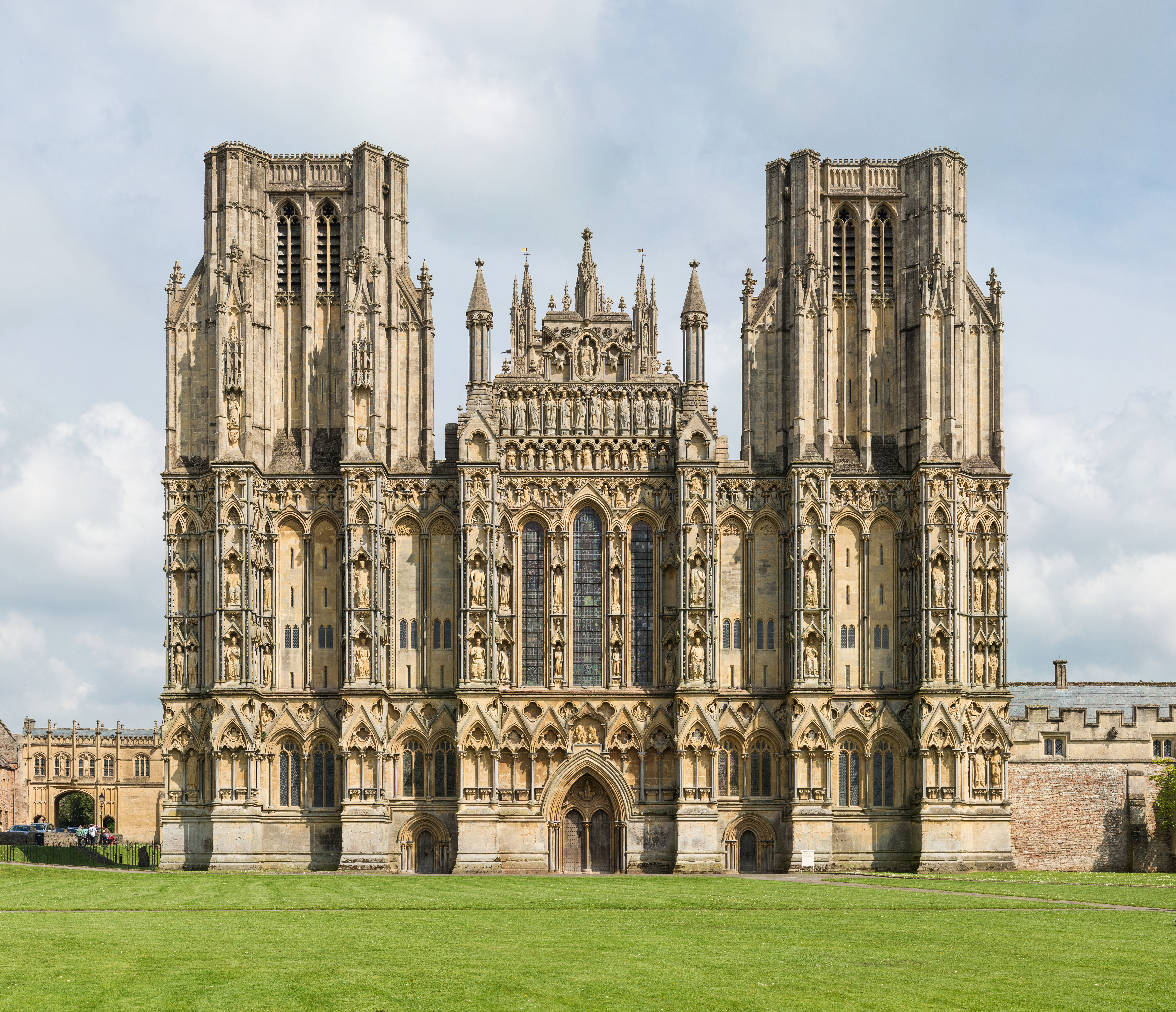 File:Wells Cathedral West Front Exterior, UK - Diliff.jpg