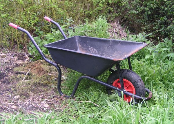 Wheelbarrow simple english wikipedia the free encyclopedia for Gardening tools wikipedia
