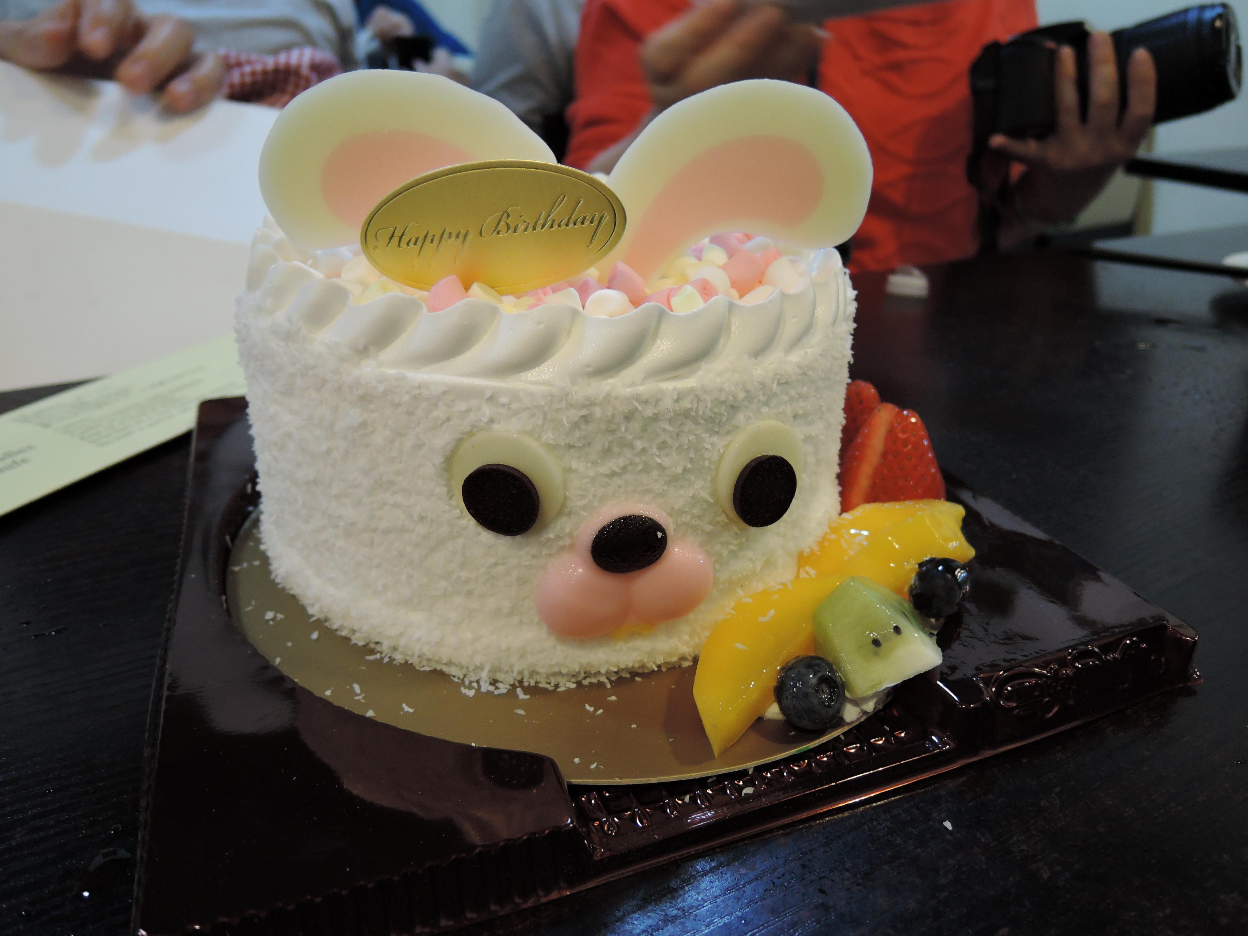 Awesome File White Rabbit Birthday Cake Wikimedia Commons Funny Birthday Cards Online Inifodamsfinfo