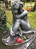 'Sinnende', Bronze, Grabstein Bildhauer Emil Rasmus Jensen (1888-1967).jpg