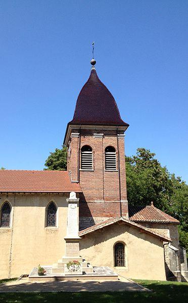 Église Saint-Jean-Baptiste de Saint-Jean-de-Niost et monument aux morts.