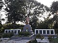Братська могила радянських воїнів, пам'ятний знак полеглим воїнам-землякам в селі Комишня.jpg