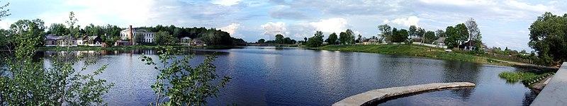 File:Вид с плотины на запруду реки Десна в Ельне - panoramio.jpg