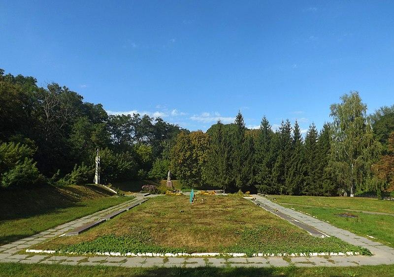 File:Меморіальний комплекс в с.Ходорів. Братська могила.jpg