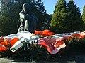 Меморіальний комплекс жертвам фашизму... плачуща матір....jpg