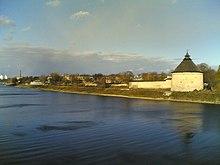 Покровская башня и река Великая.jpg